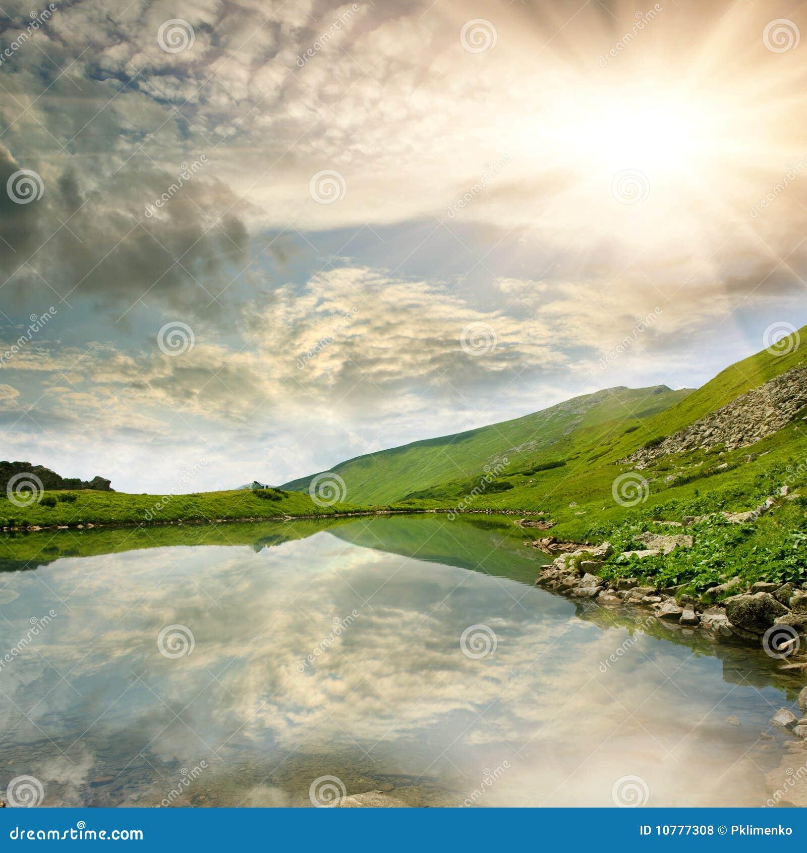 Het meerscène van de berg
