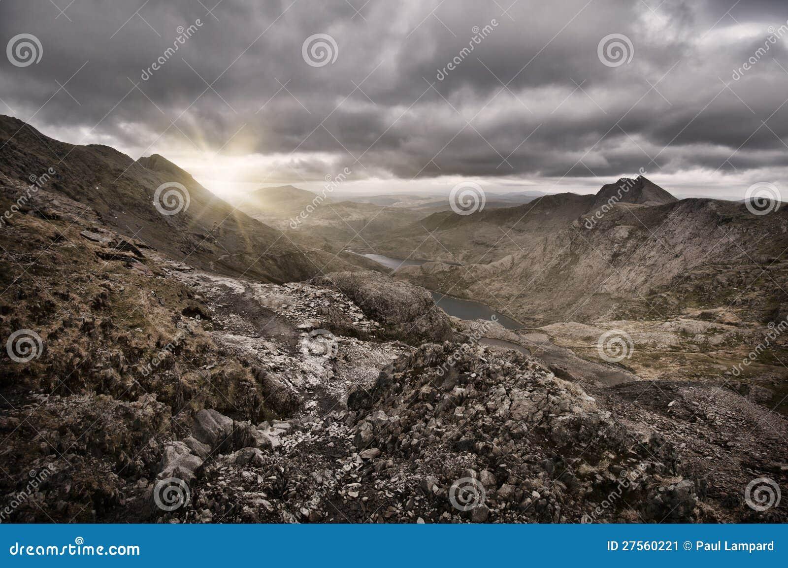 Het meerzonsopgang van de berg