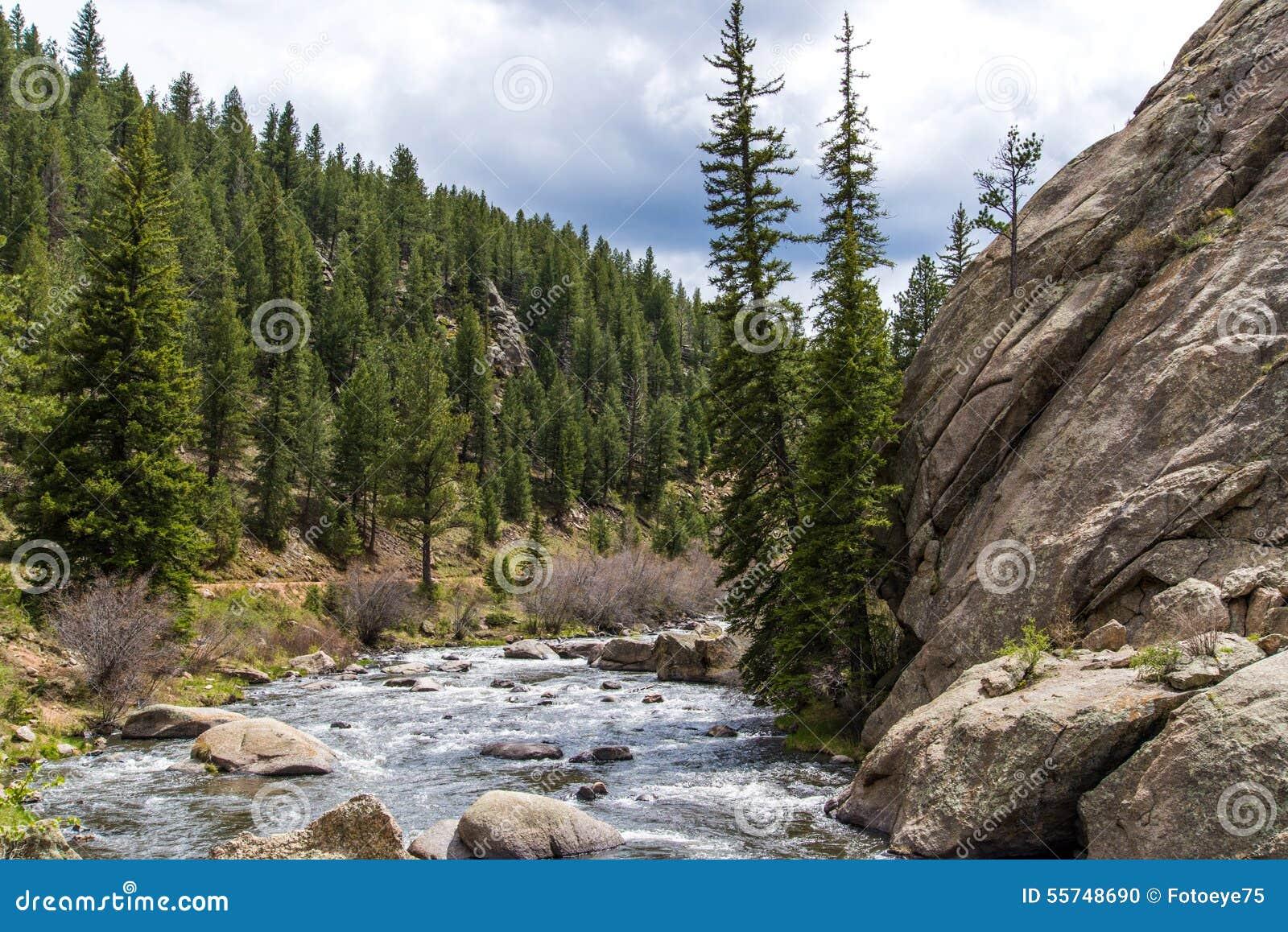Het meeslepende water van de stroomrivier door Elf Mijlcanion Colorado