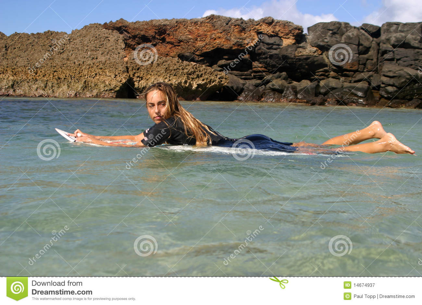Het Meisje Cecilia Enriquez van Surfer in Hawaï