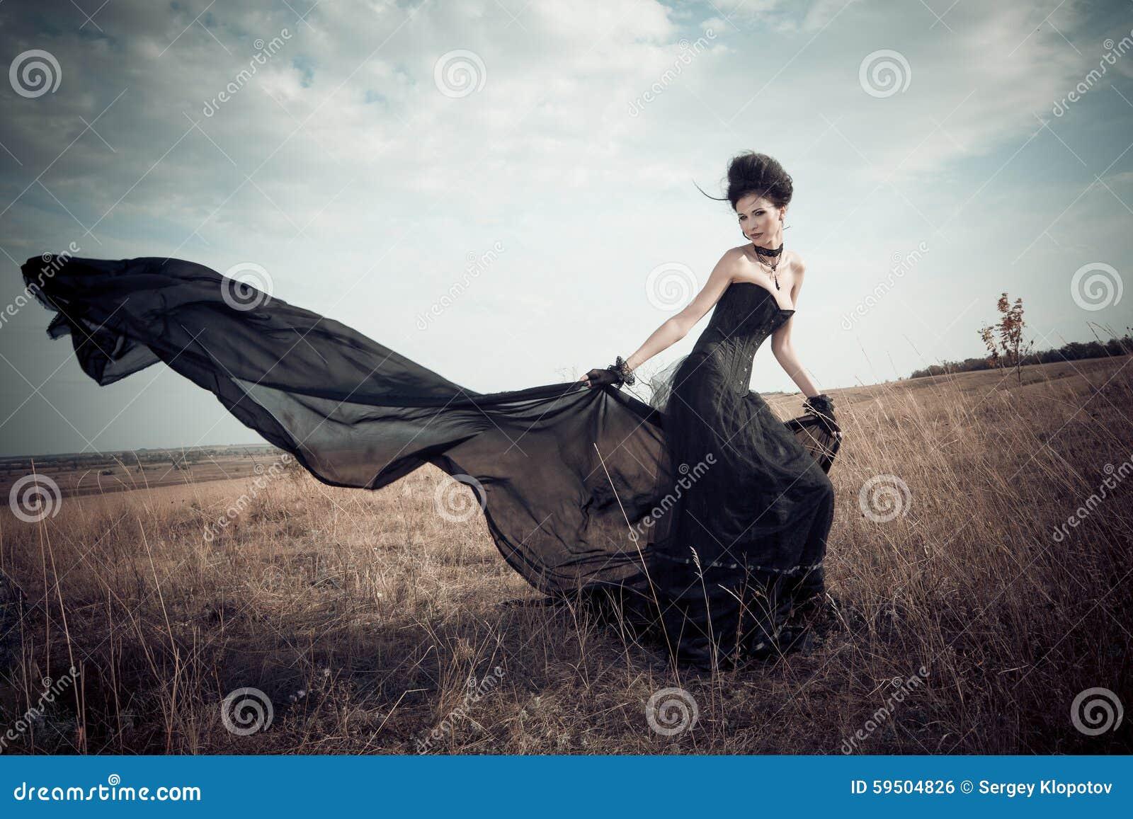 Het meisje in een Gotisch kostuum