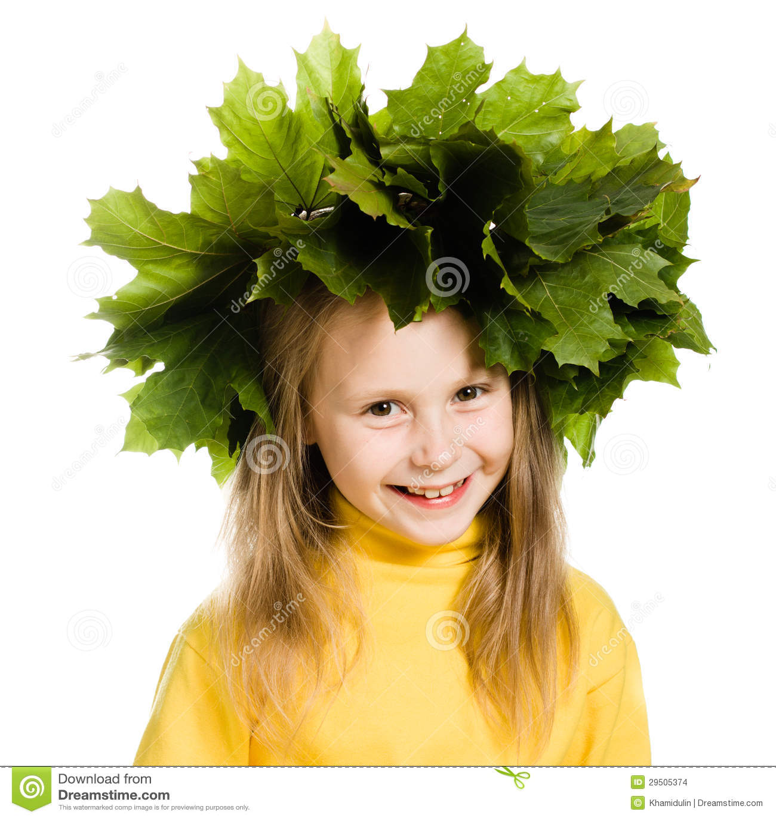Het meisje met groene esdoorn gaat op het hoofd weg