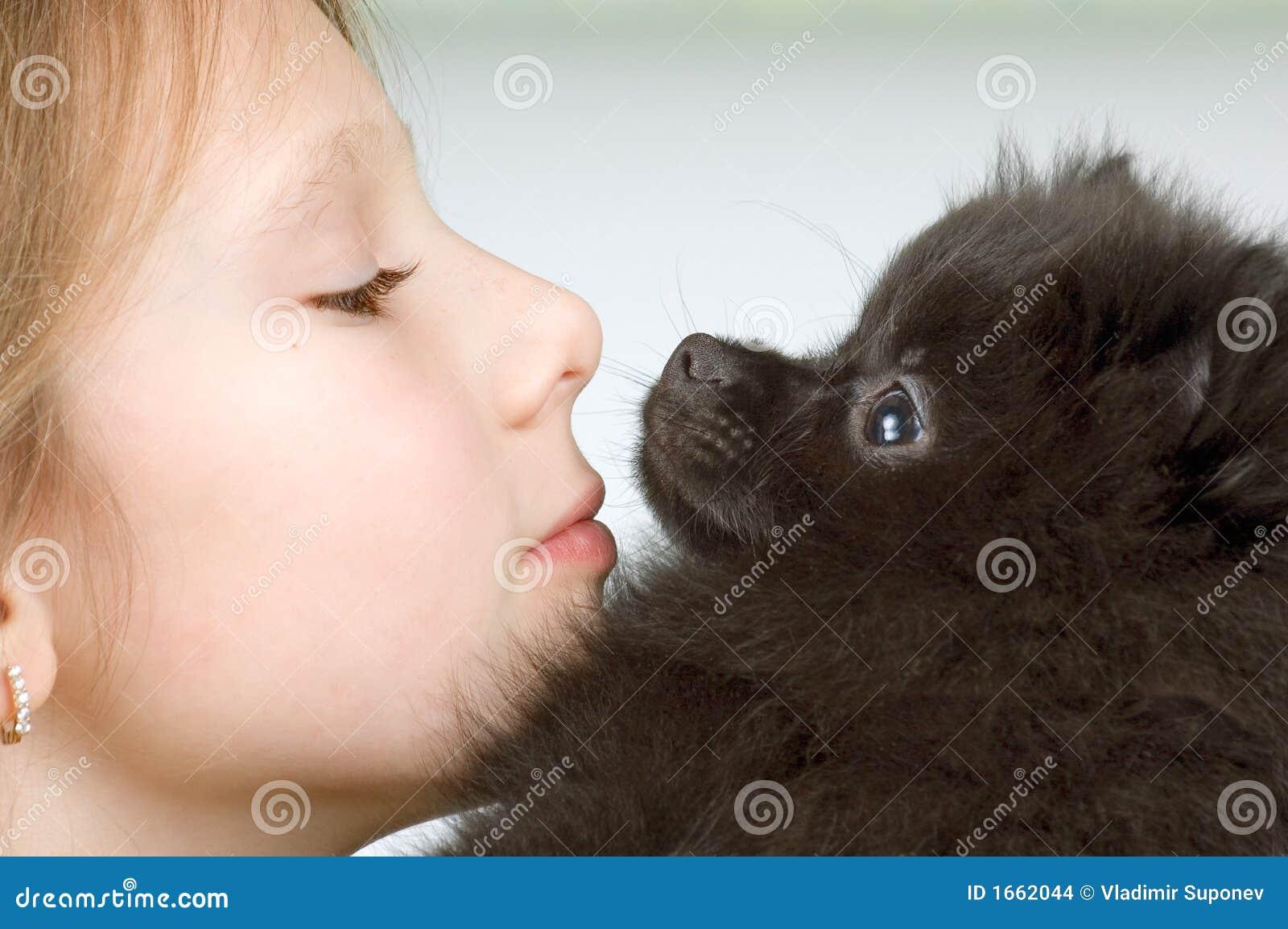 Het meisje met het puppy