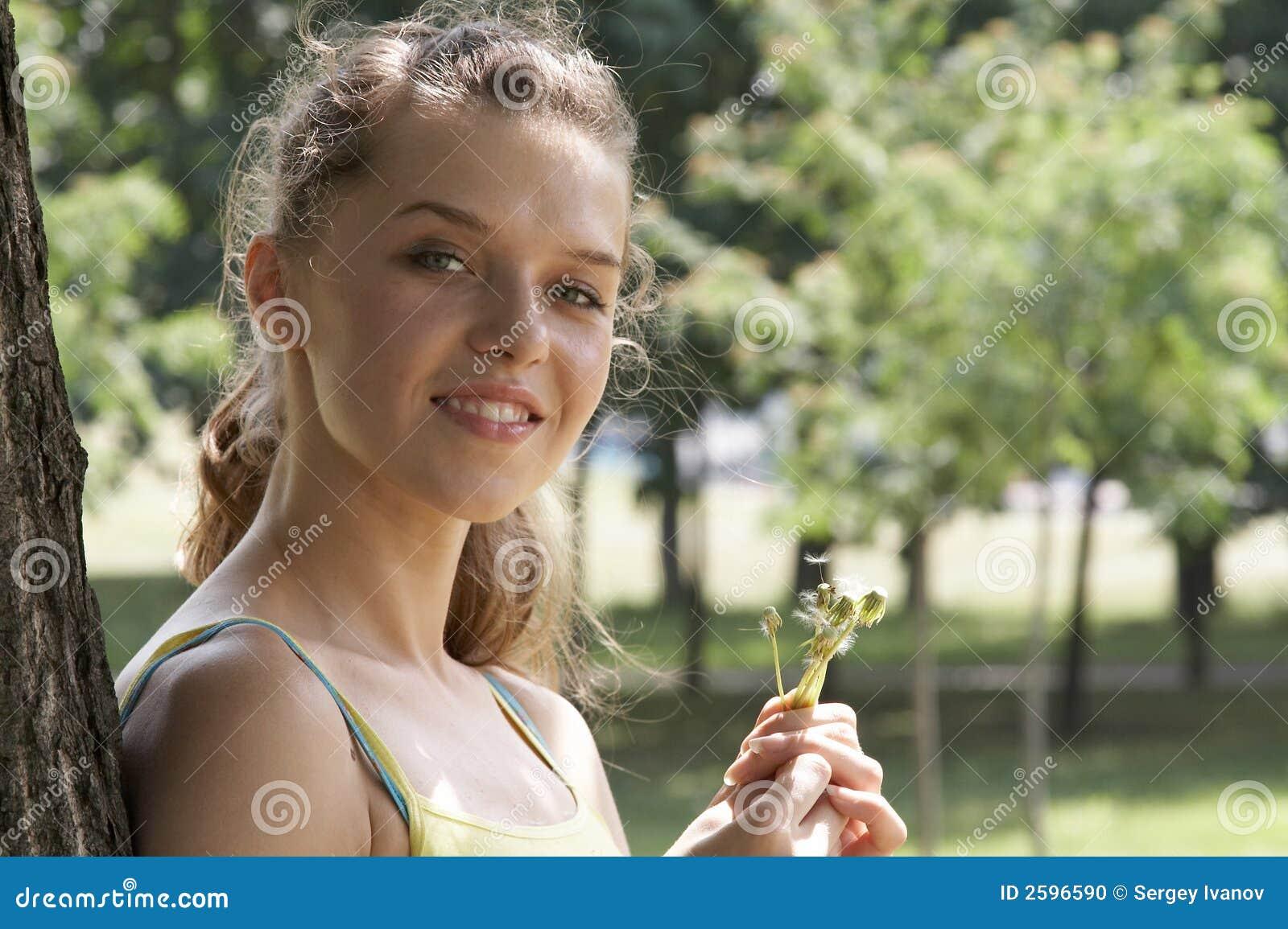 Het meisje in park
