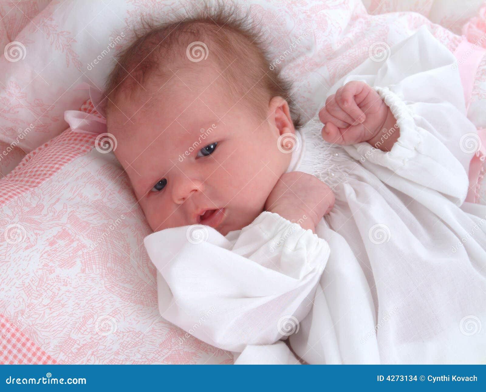 Het meisje van de baby stock afbeeldingen afbeelding 4273134 - Deco slaapkamer baby meisje ...