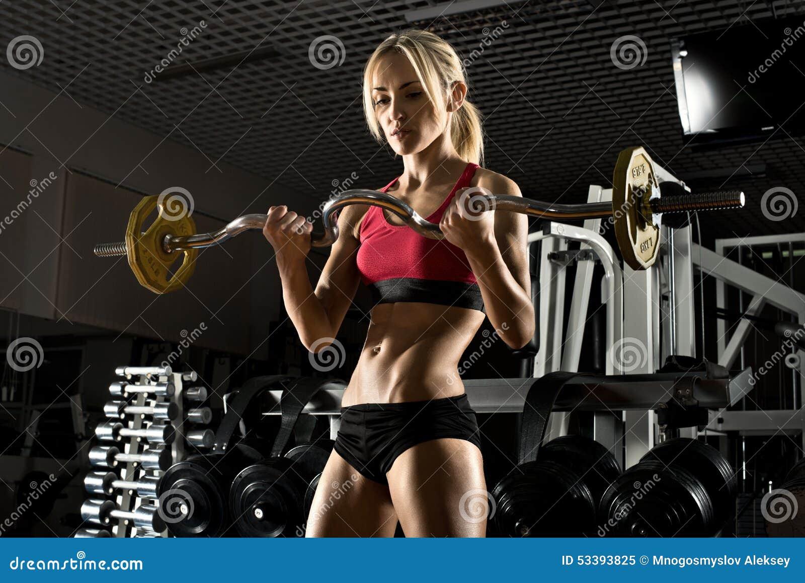 Het meisje van de geschiktheid in gymnastiek