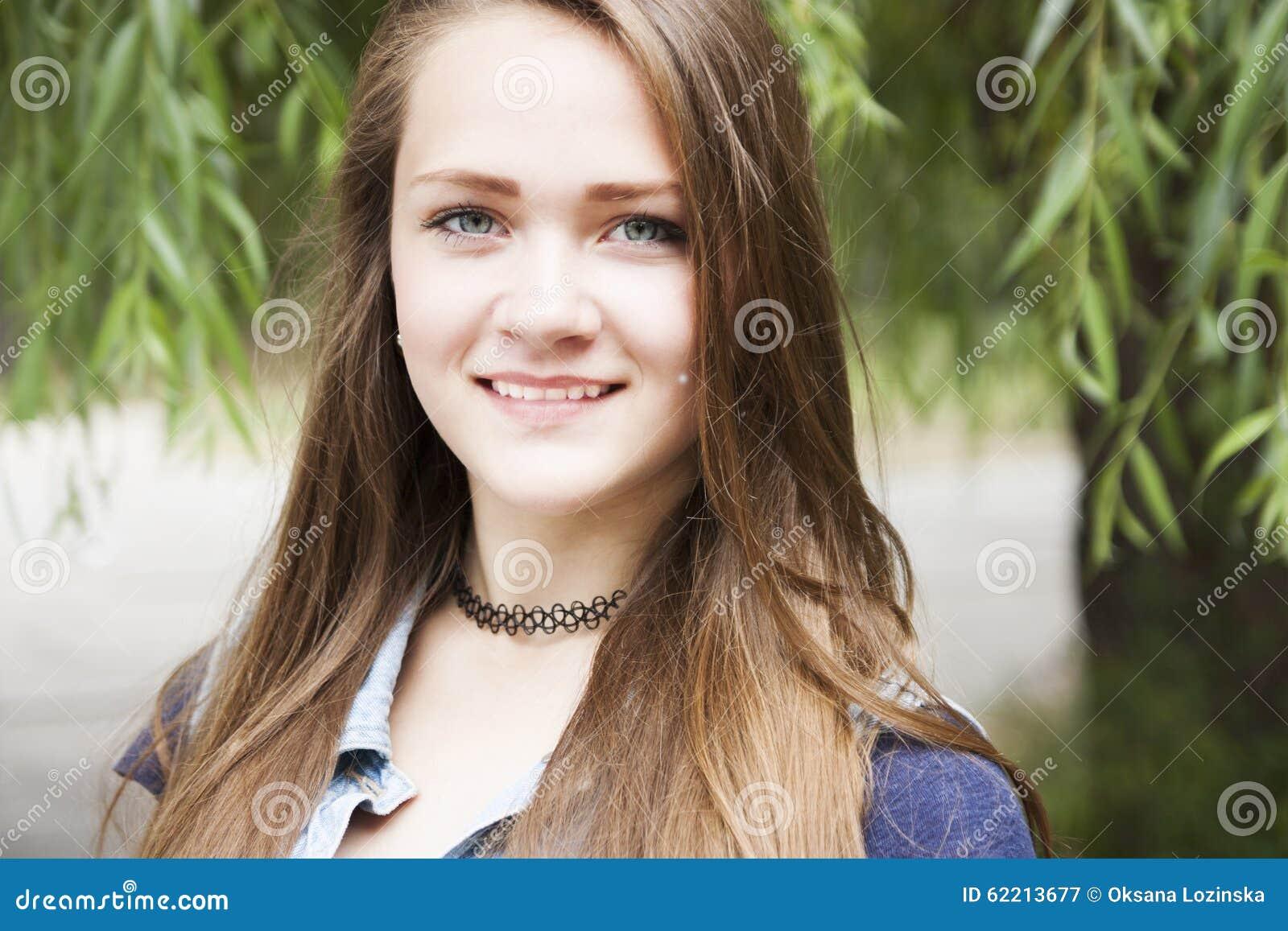 Het meisje van de tiener stock foto afbeelding 62213677 - Ruimtekleur tiener meisje ...