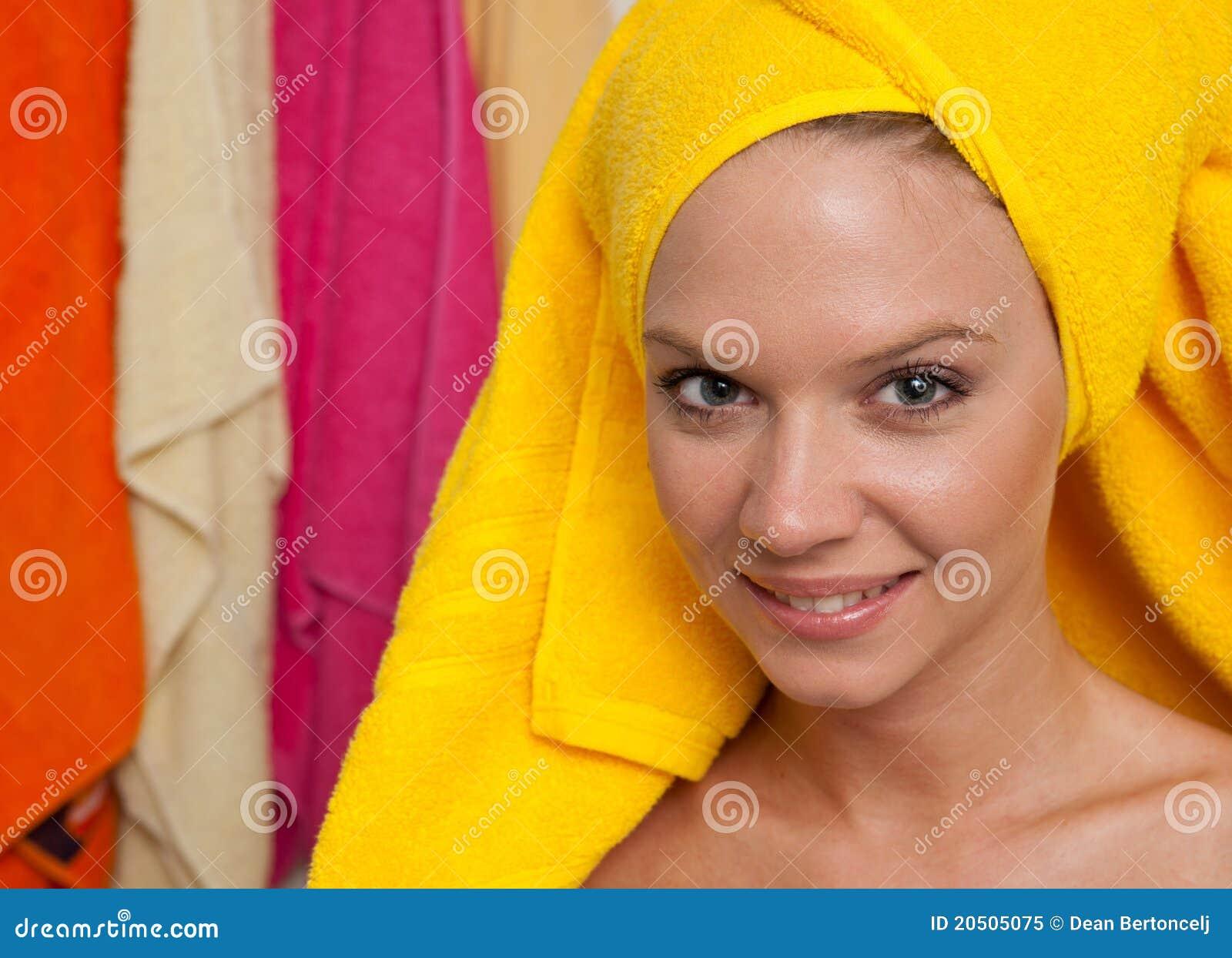 Het meisje van de tiener in badkamers royalty vrije stock foto beeld 20505075 - Tiener meisje foto ...