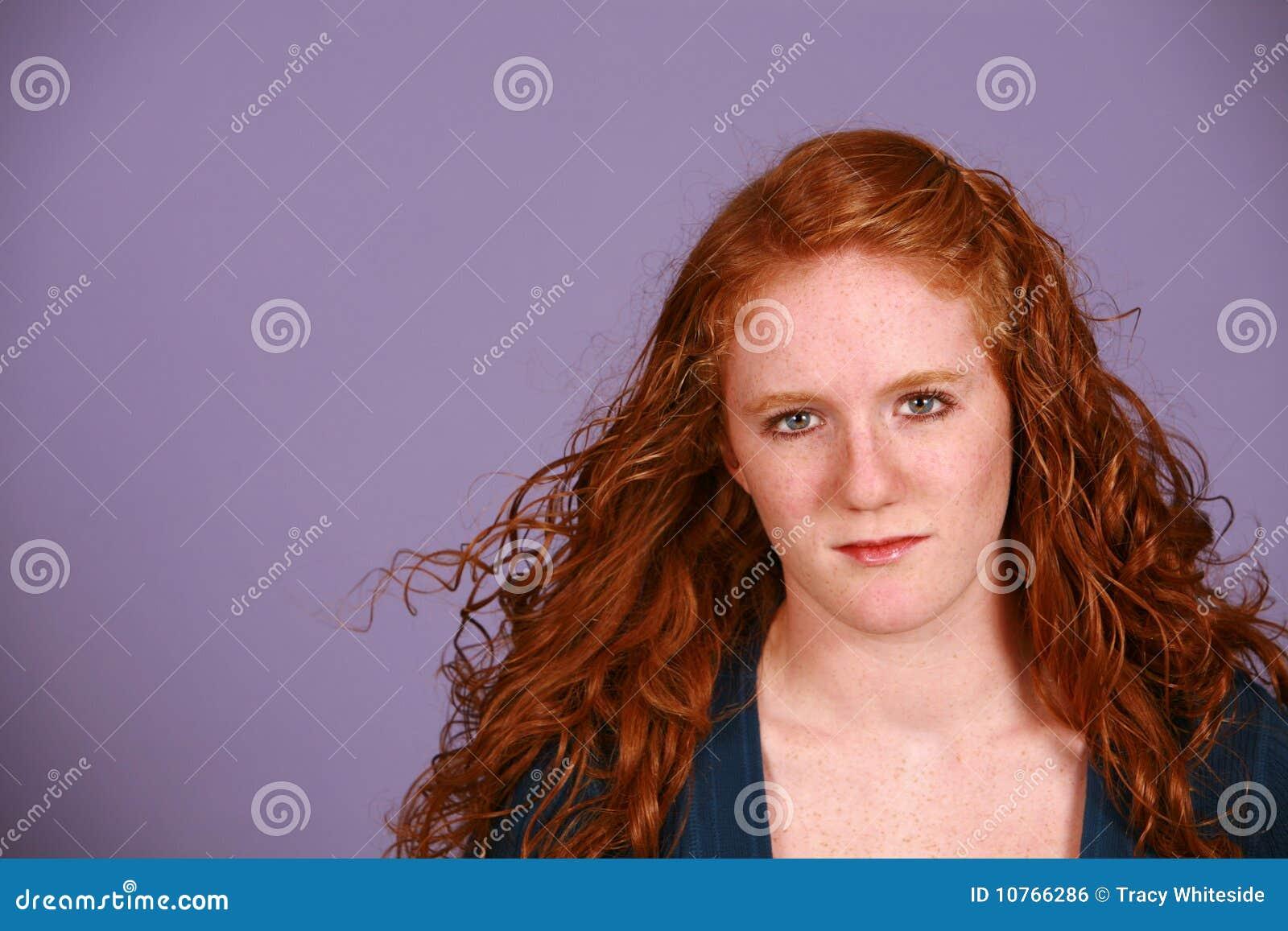 Het meisje van de tiener met rode krullen stock foto afbeelding 10766286 - Ruimtekleur tiener meisje ...