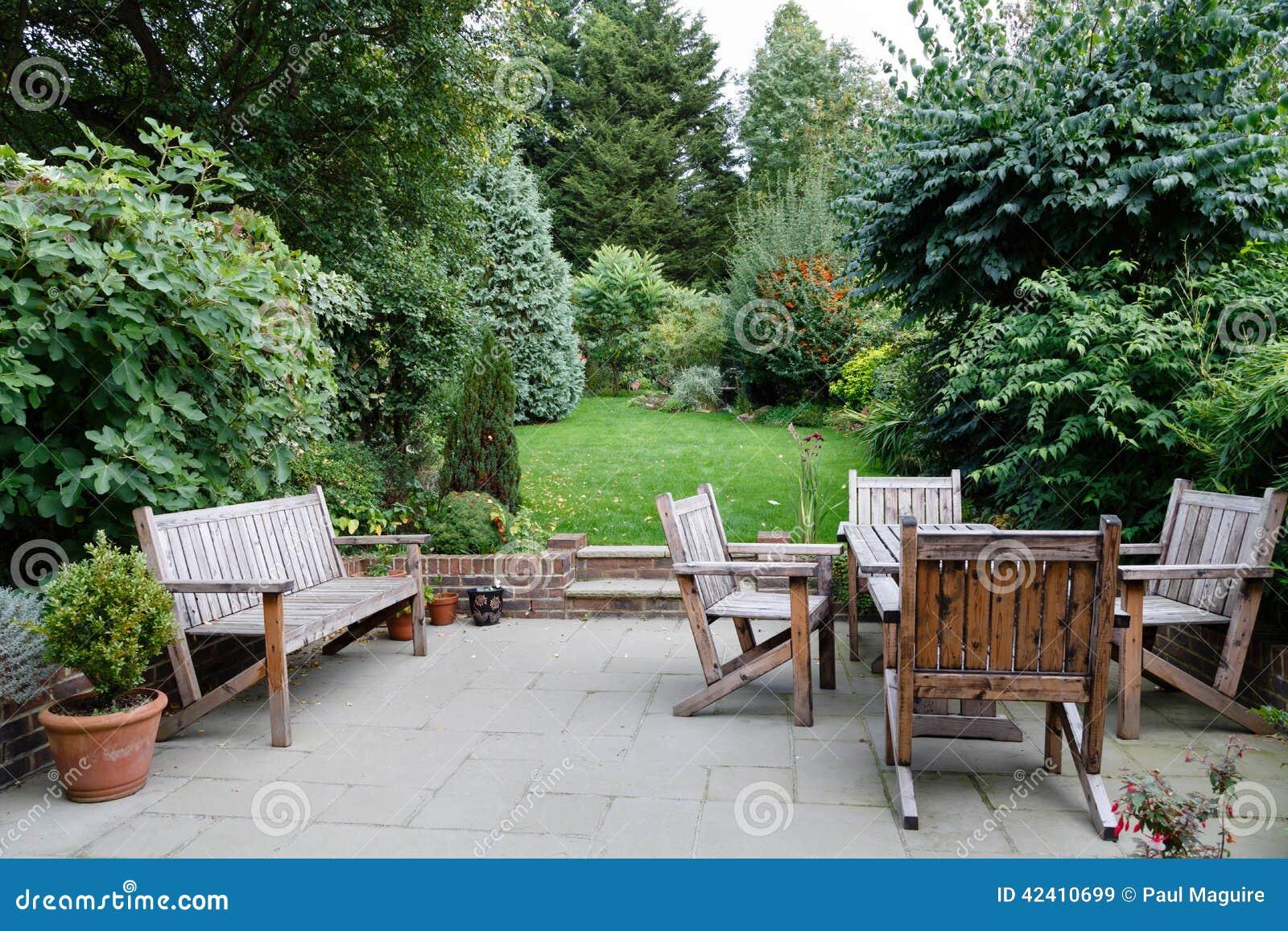 Het meubilair van de terrastuin stock afbeelding afbeelding 42410699 - Foto van het terras ...