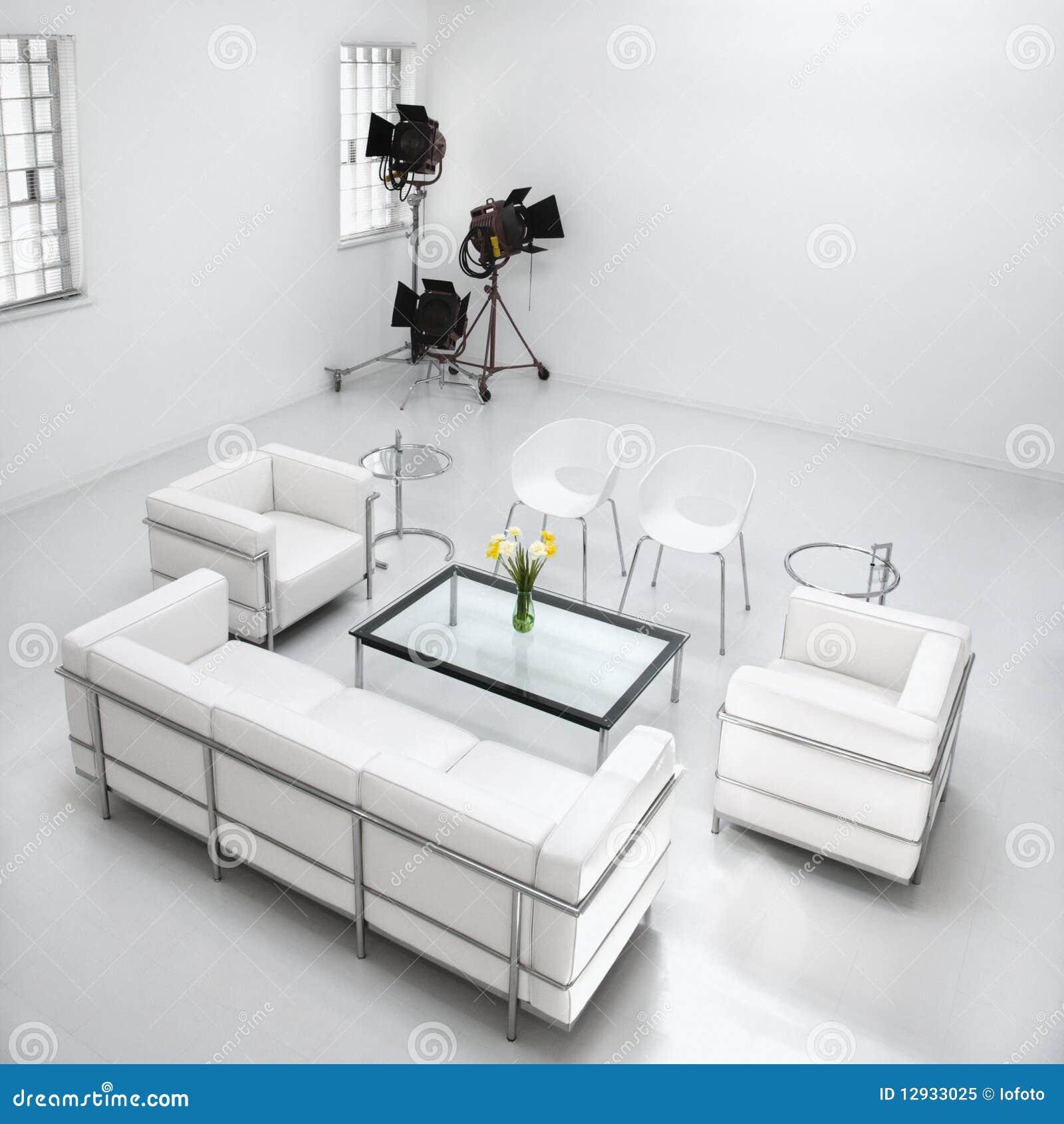 Het meubilair van de woonkamer in de studio van de fotografie royalty vrije stock foto - Meubilair van de ingang spiegel ...