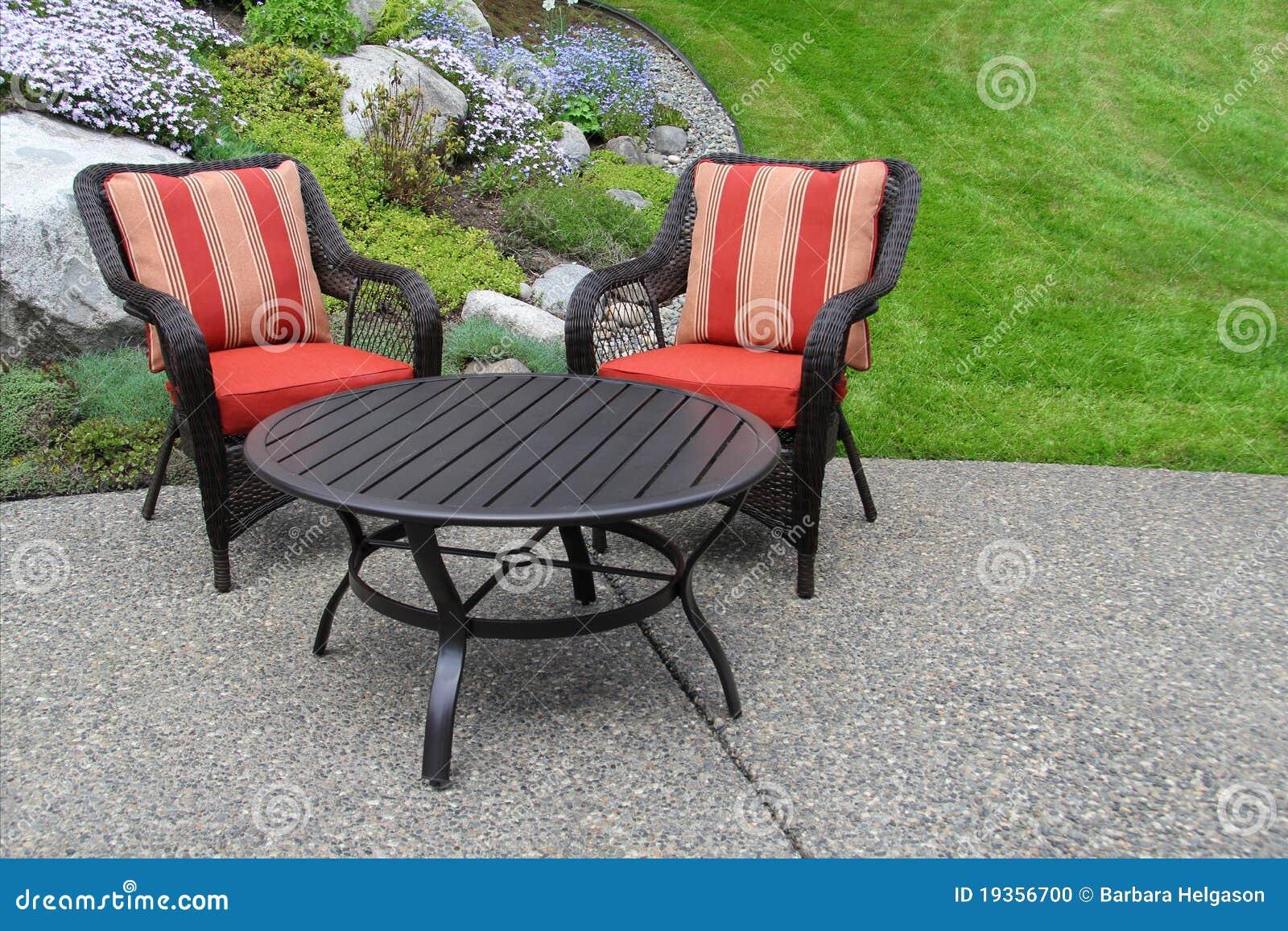 Het meubilair van het terras in de tuin stock foto afbeelding 19356700 - Meubilair van binnenkomst grijs ...