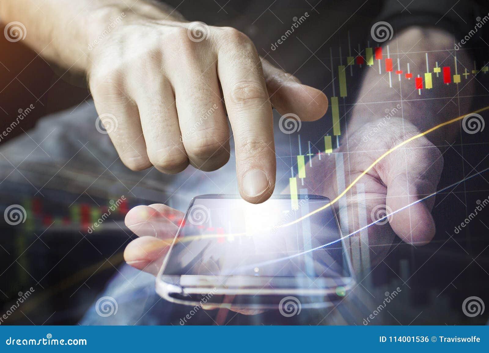 Het mobiele apparaat in handen voor zaken verbond globaal aan 5G