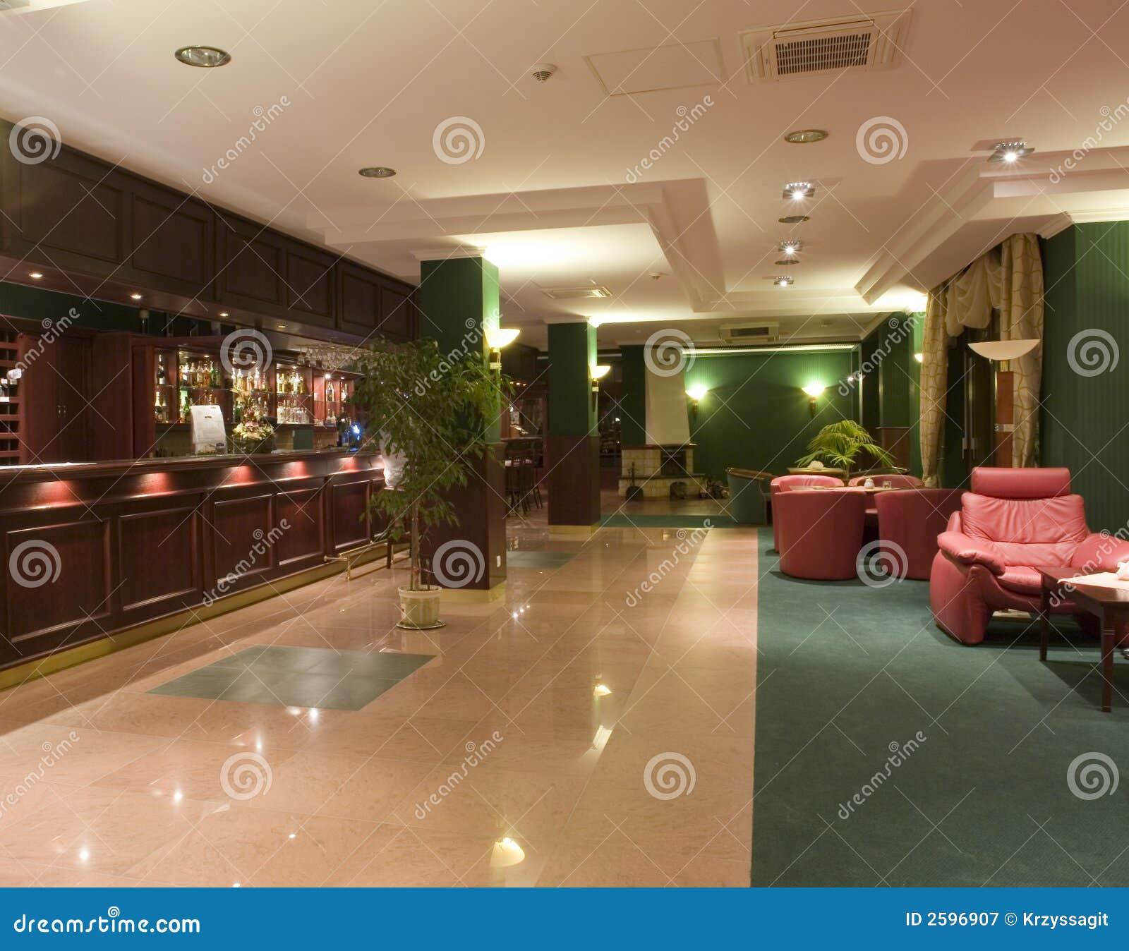 Het moderne binnenland van de hotelhal