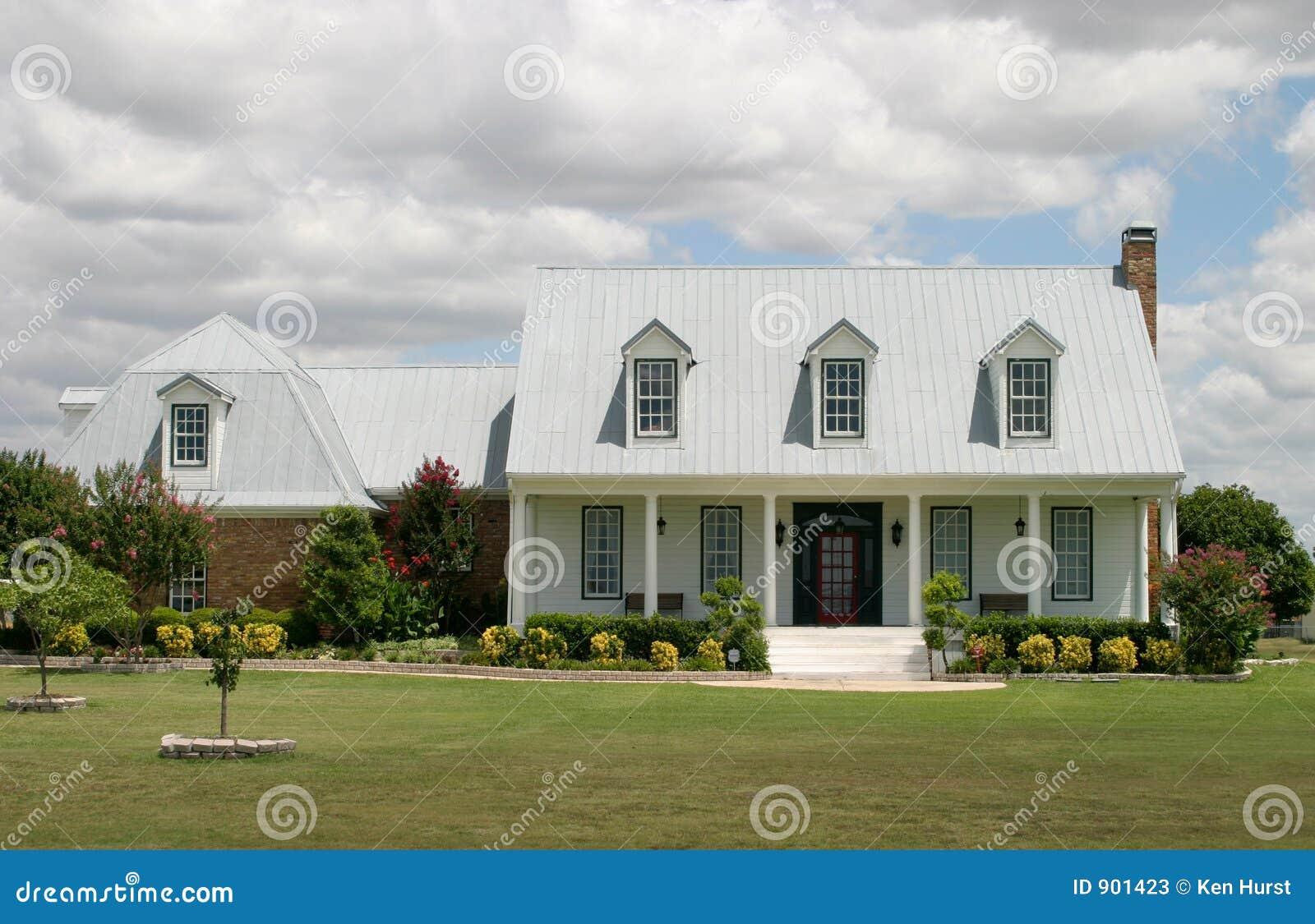 Het moderne huis van de boerderij stock afbeelding afbeelding 901423 - Huis in de moderne ...