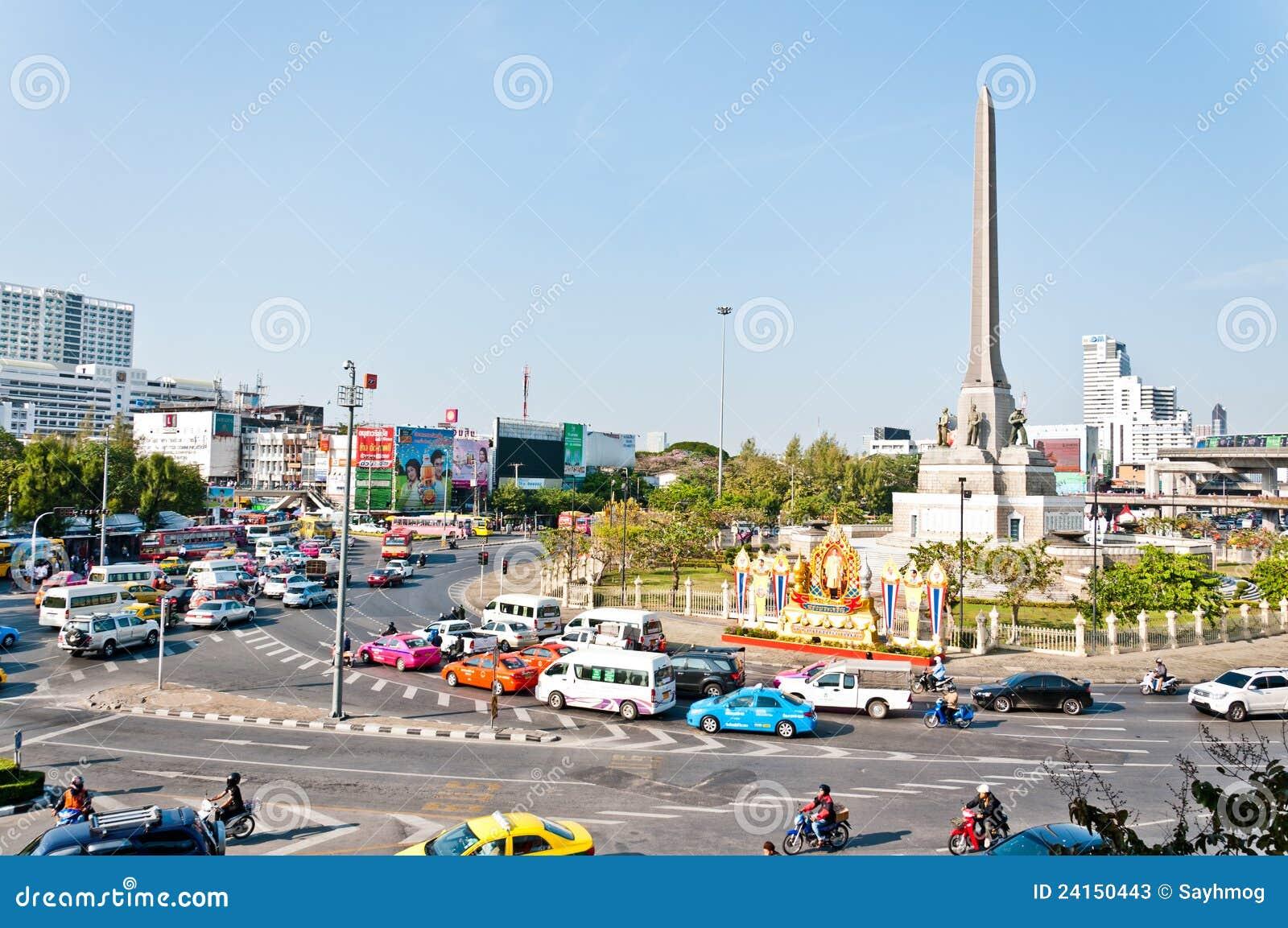 Het monument van de overwinning redactionele stock foto afbeelding 24150443 - Moderne overwinning ...
