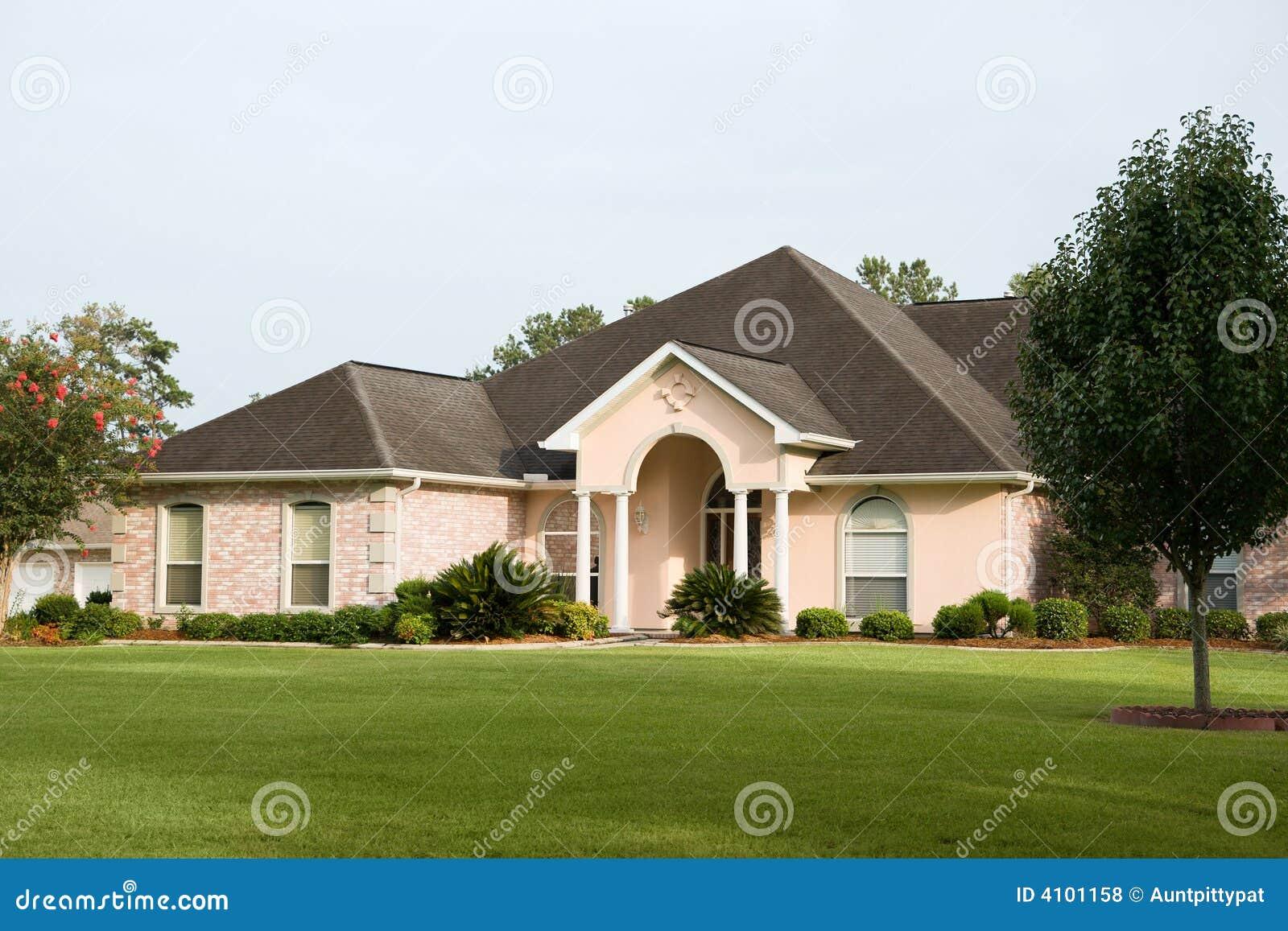 Het mooie huis van de baksteen stock foto afbeelding bestaande