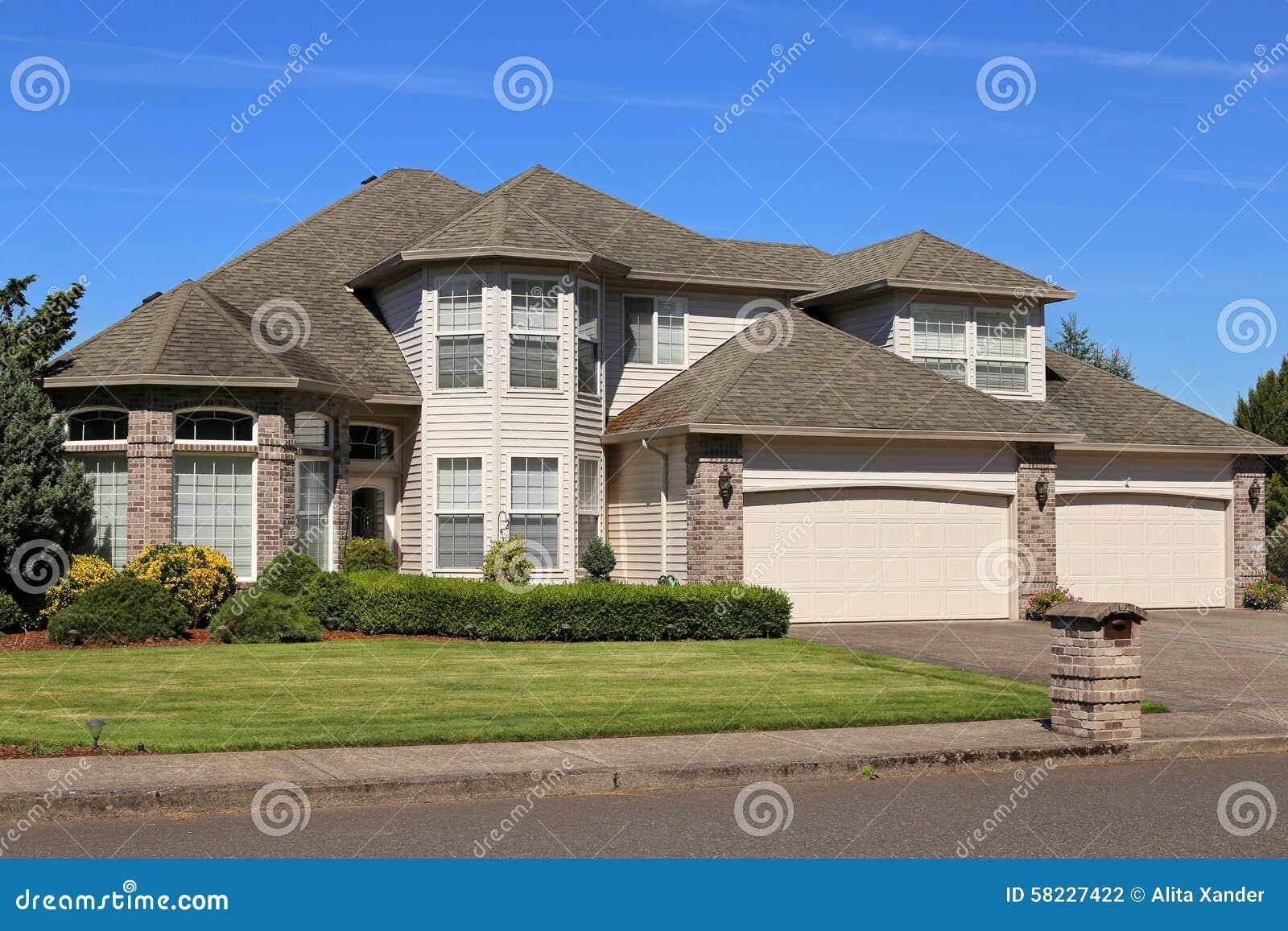 Het mooie huis van de familie stock foto afbeelding 58227422 - Mooie huis foto ...