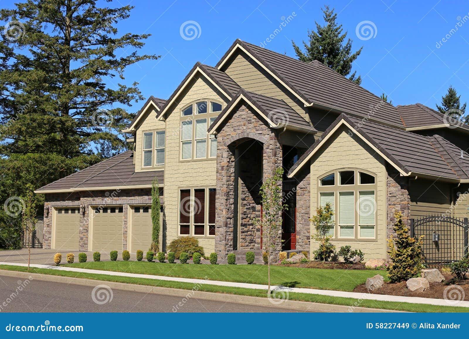 Het mooie huis van de familie stock afbeelding afbeelding