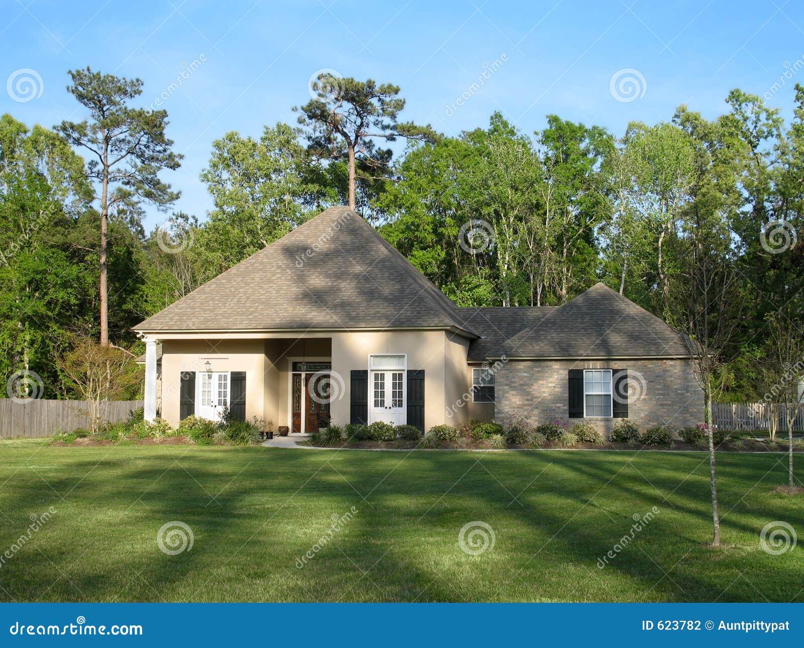 Het mooie huis van de familie stock foto afbeelding bestaande uit