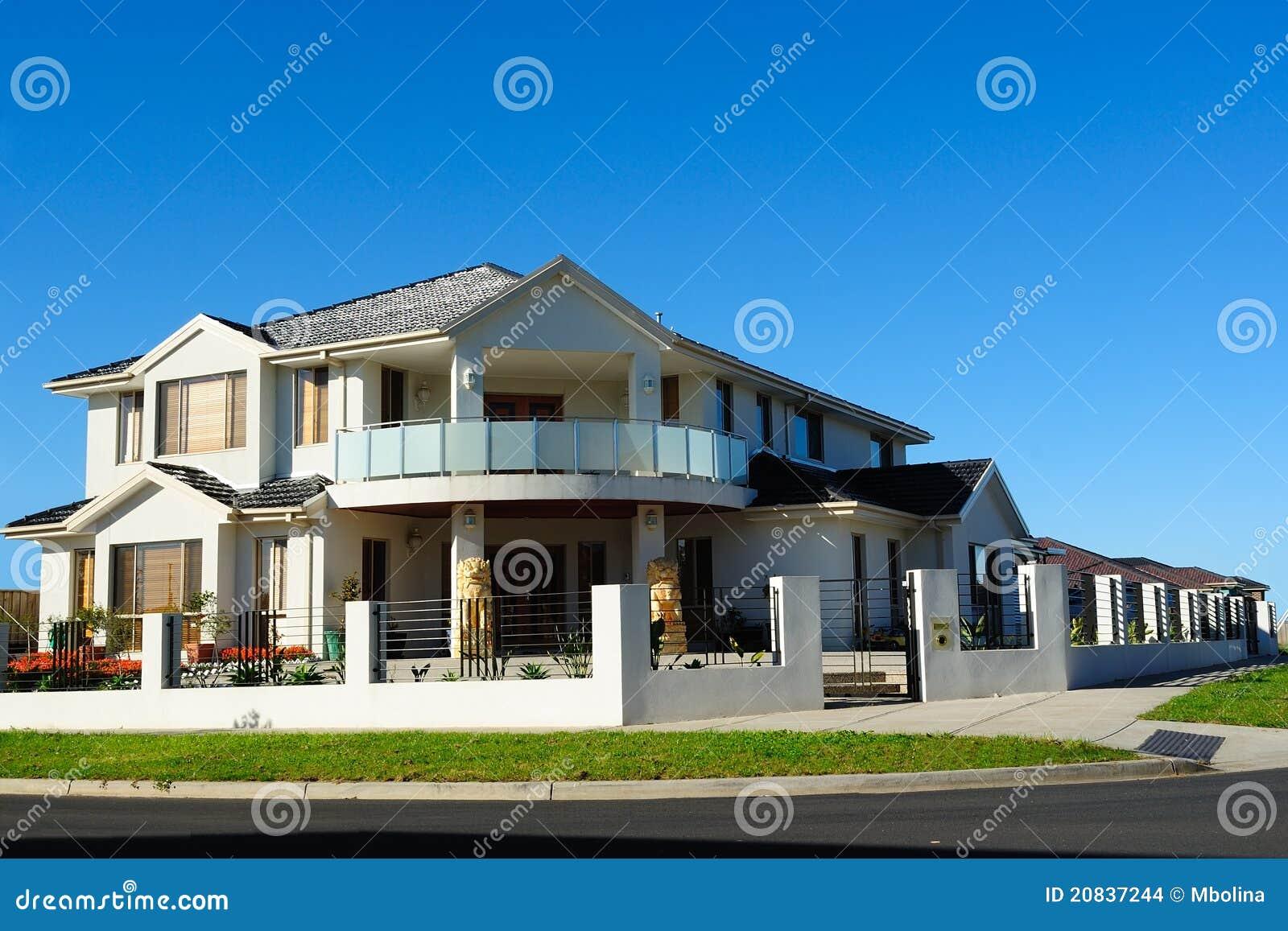 Het mooie huis van de ontwerper stock foto afbeelding bestaande