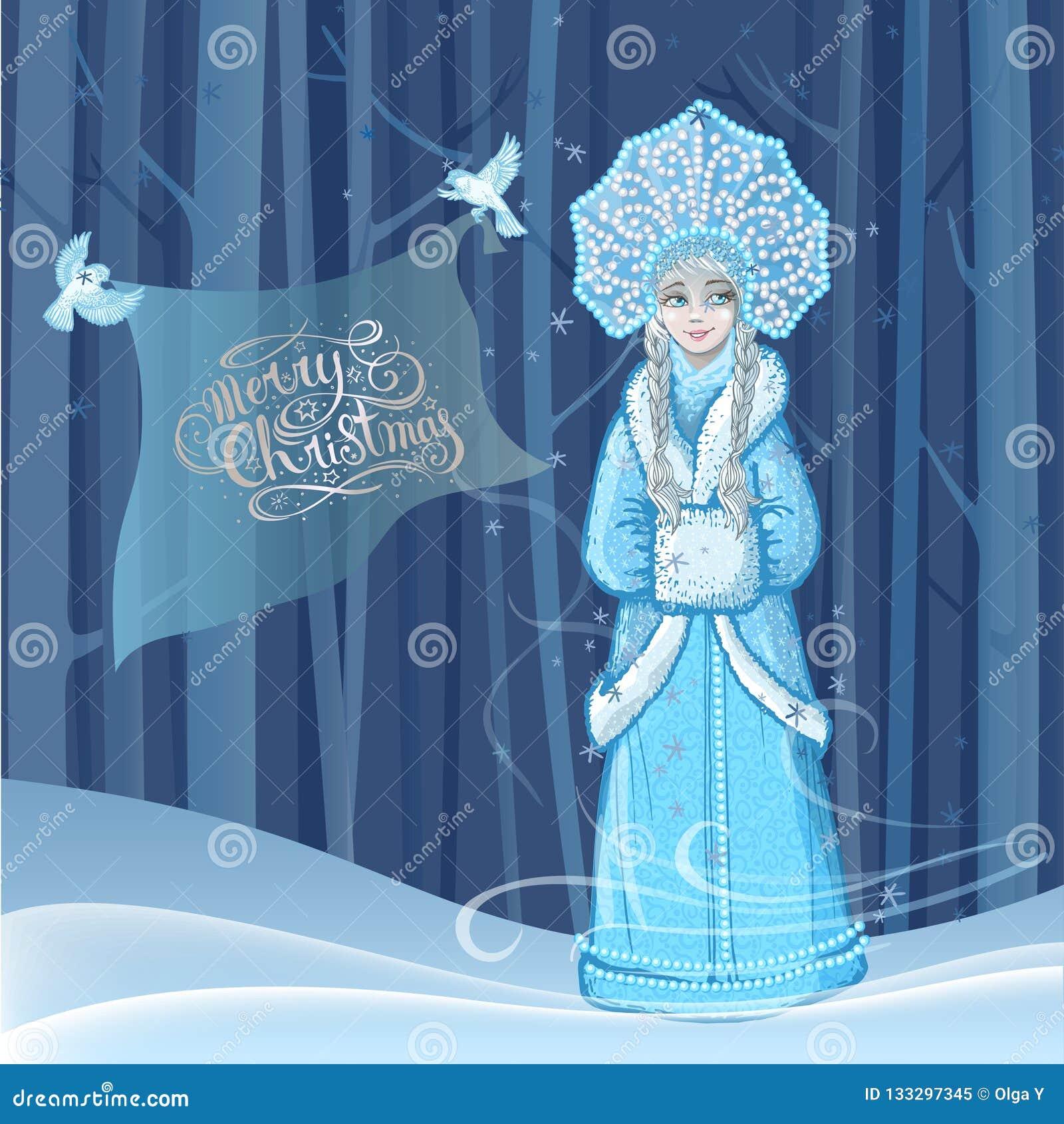 Het mooie jonge meisje van de meisjessneeuw met twee sneeuwvogels die rond in de winter bos en het van letters voorzien Vrolijke