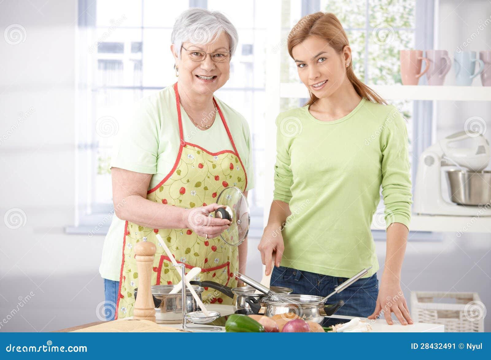Теща на кухне 16 фотография