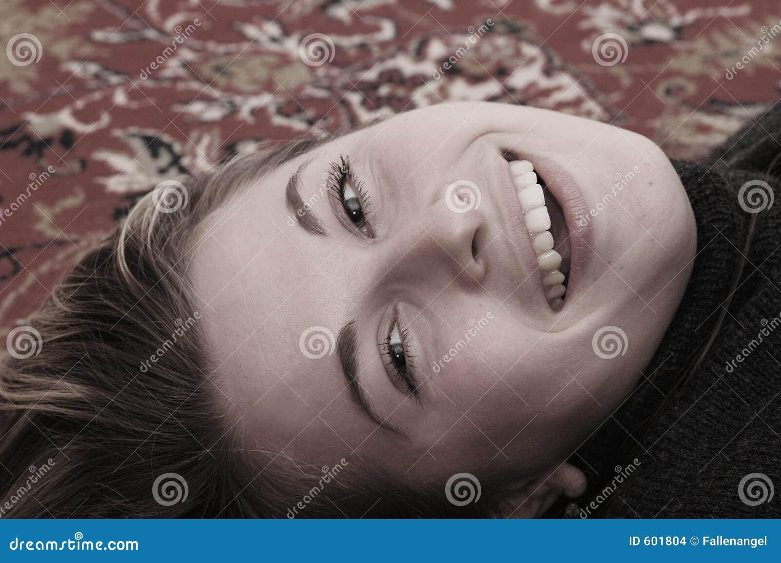 Het mooie vrouw glimlachen
