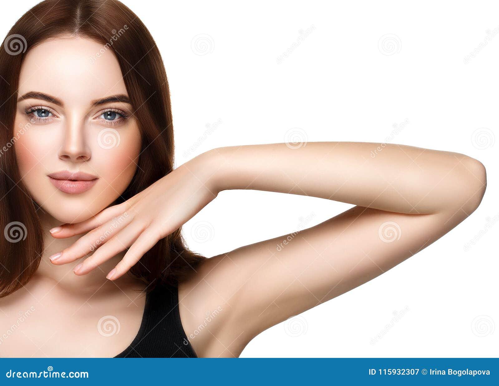 Het mooie vrouwengezicht met maakt en schoonheid omhoog gezond huid en Ha