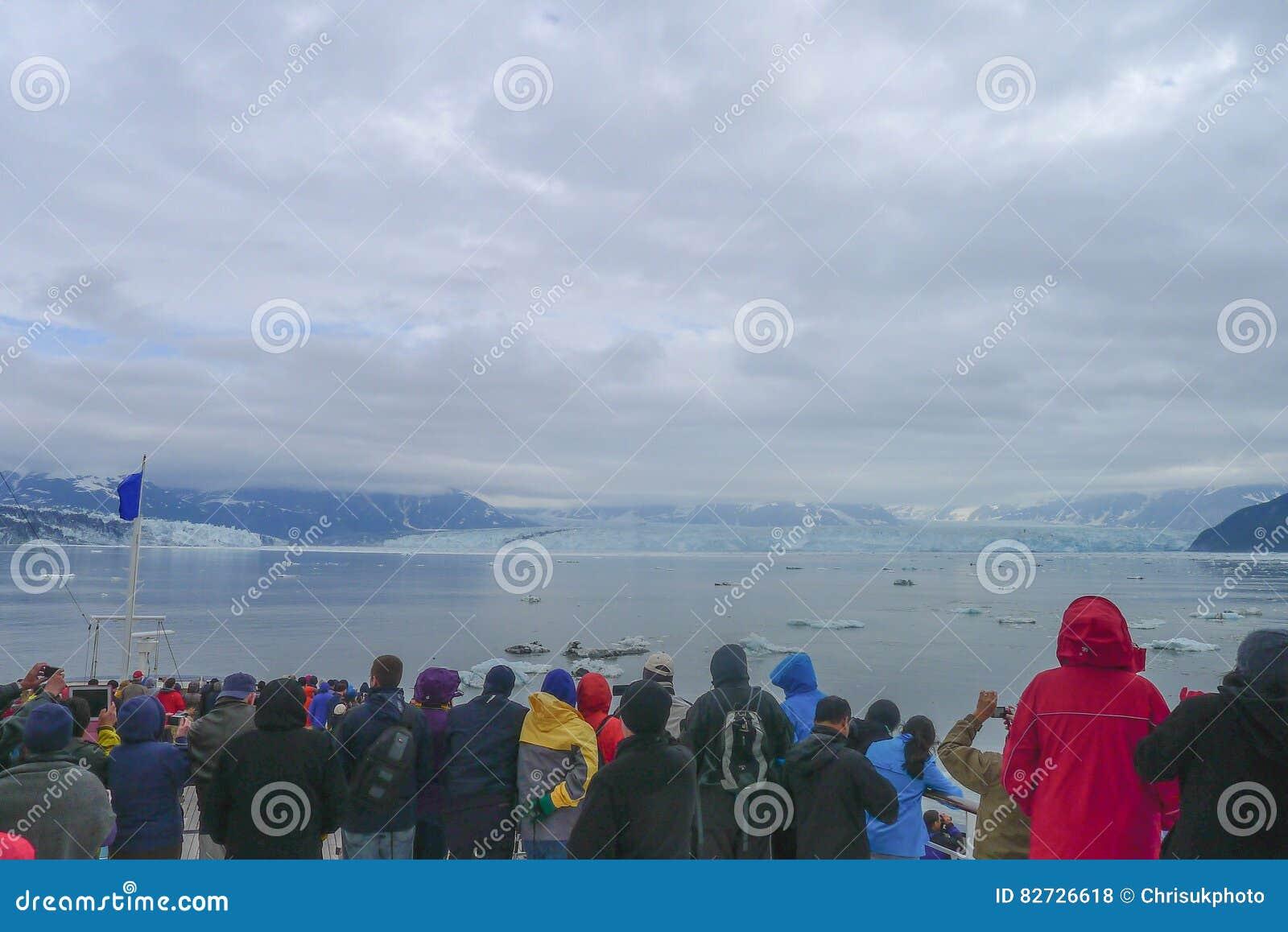 Het naderen van de Hubbard-Gletsjer in Alaska