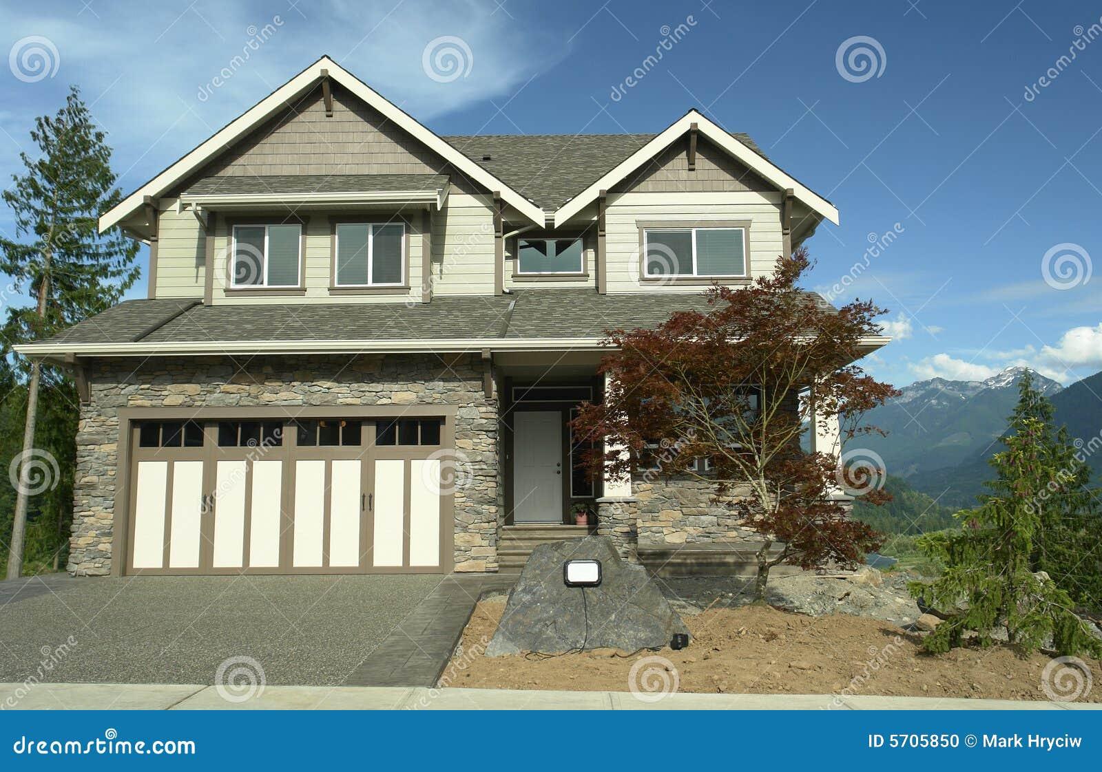 Het nieuwe buiten opruimen van het huis stock foto afbeelding 5705850 - Huis van kind buiten ...