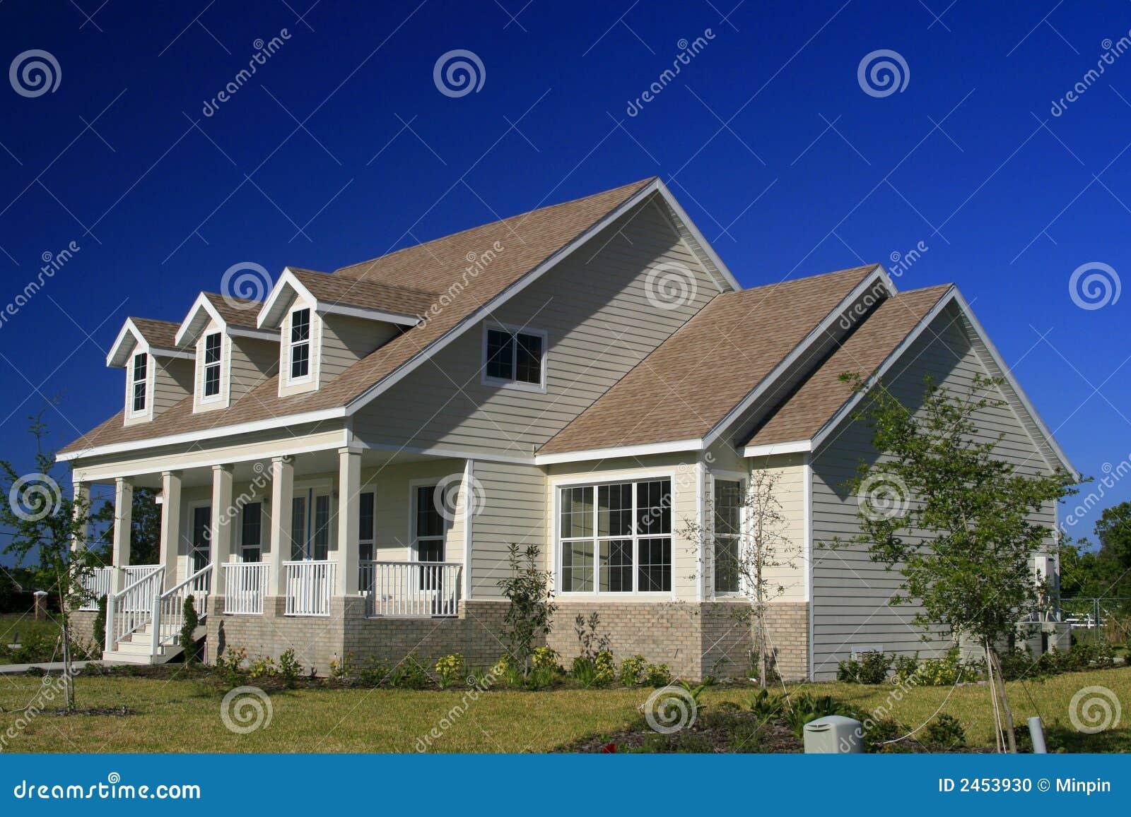 het nieuwe huis van de amerikaans stijl stock foto afbeelding 2453930