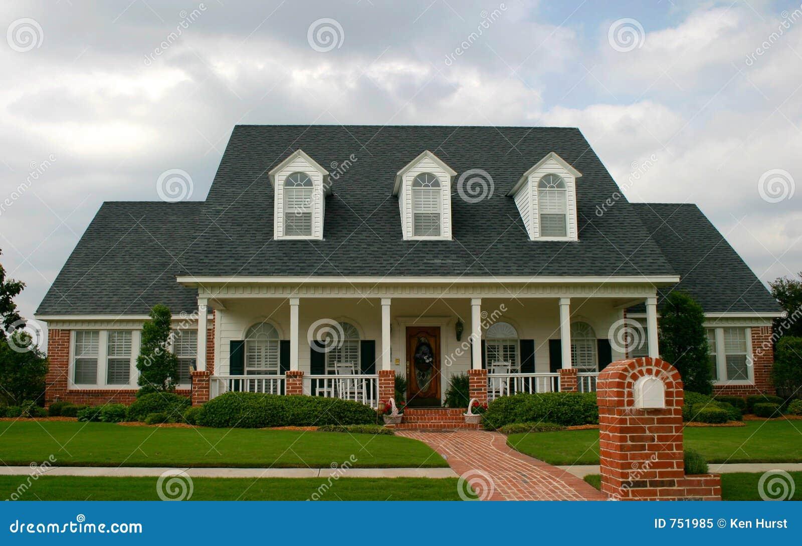 het nieuwe klassieke huis van de stijl stock afbeelding afbeelding 751985