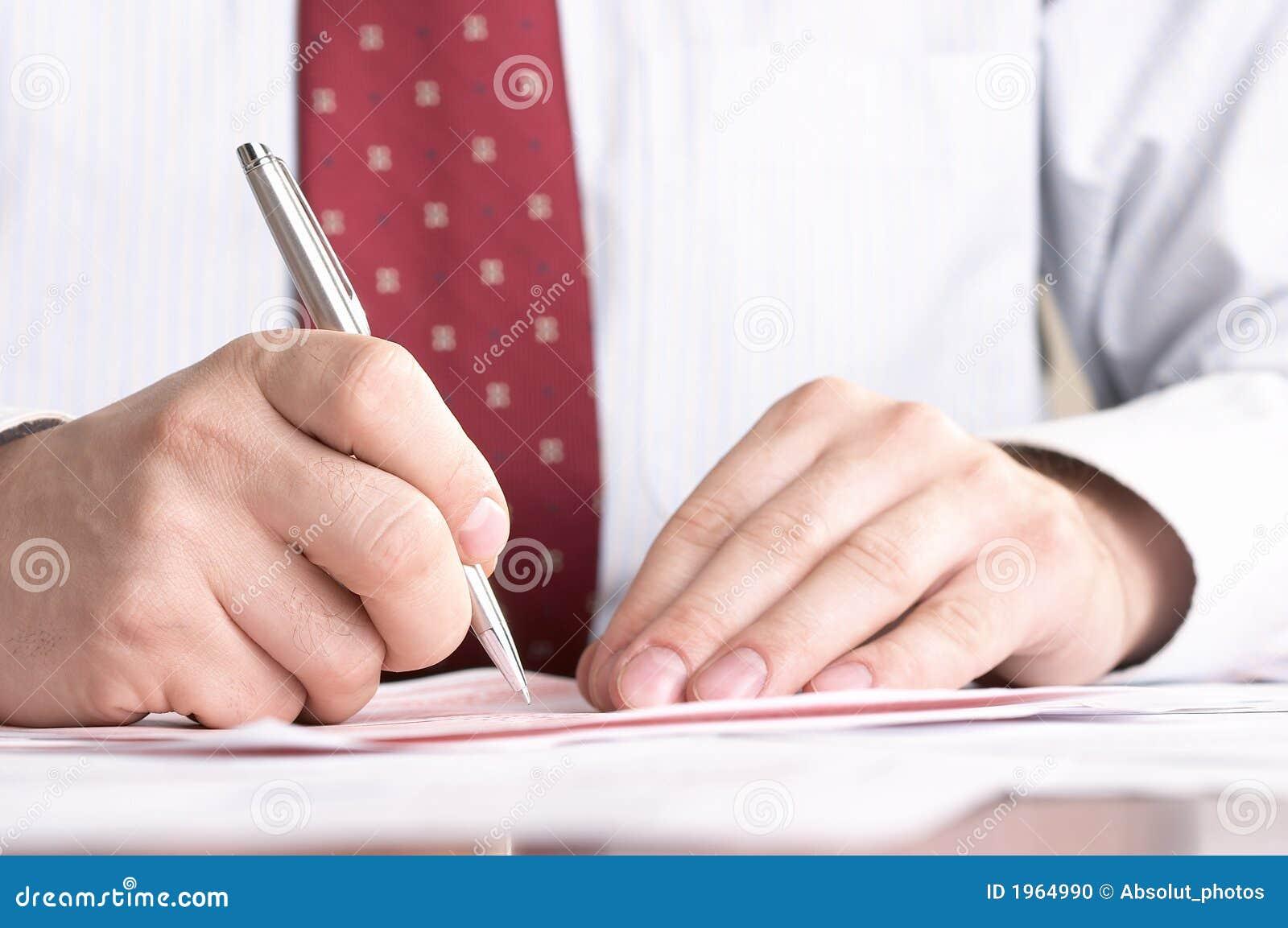 Het ondertekenen van een document