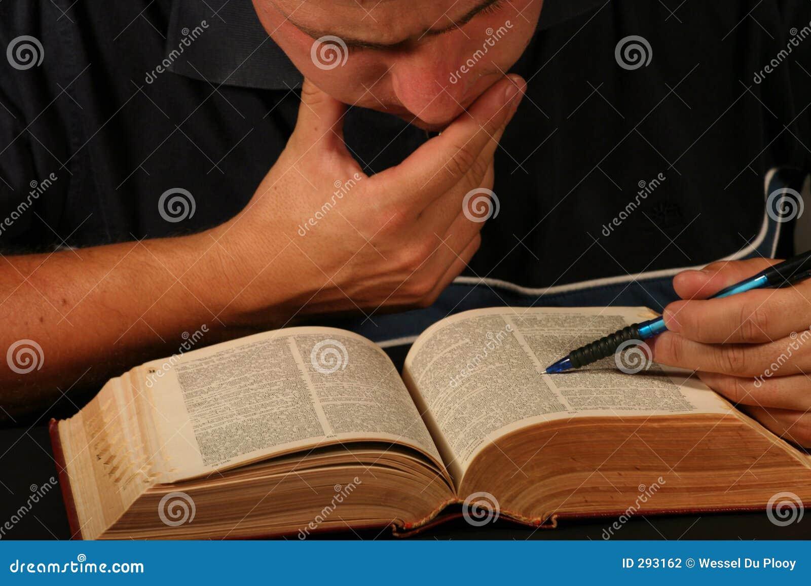Het onderzoek van het woordenboek