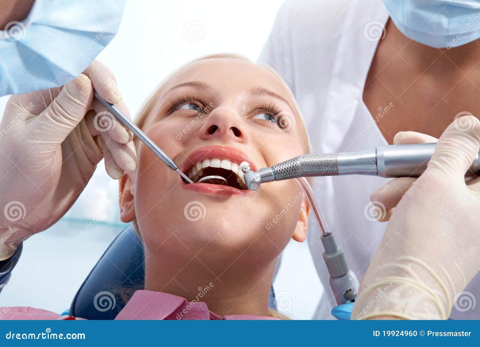 Het onderzoeken van mondholte