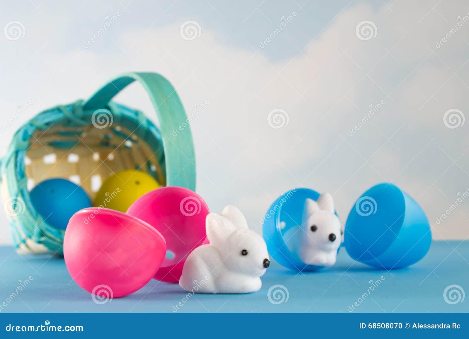 Het ongeval die Pasen vergen zonnebaadde in het land van cuteness