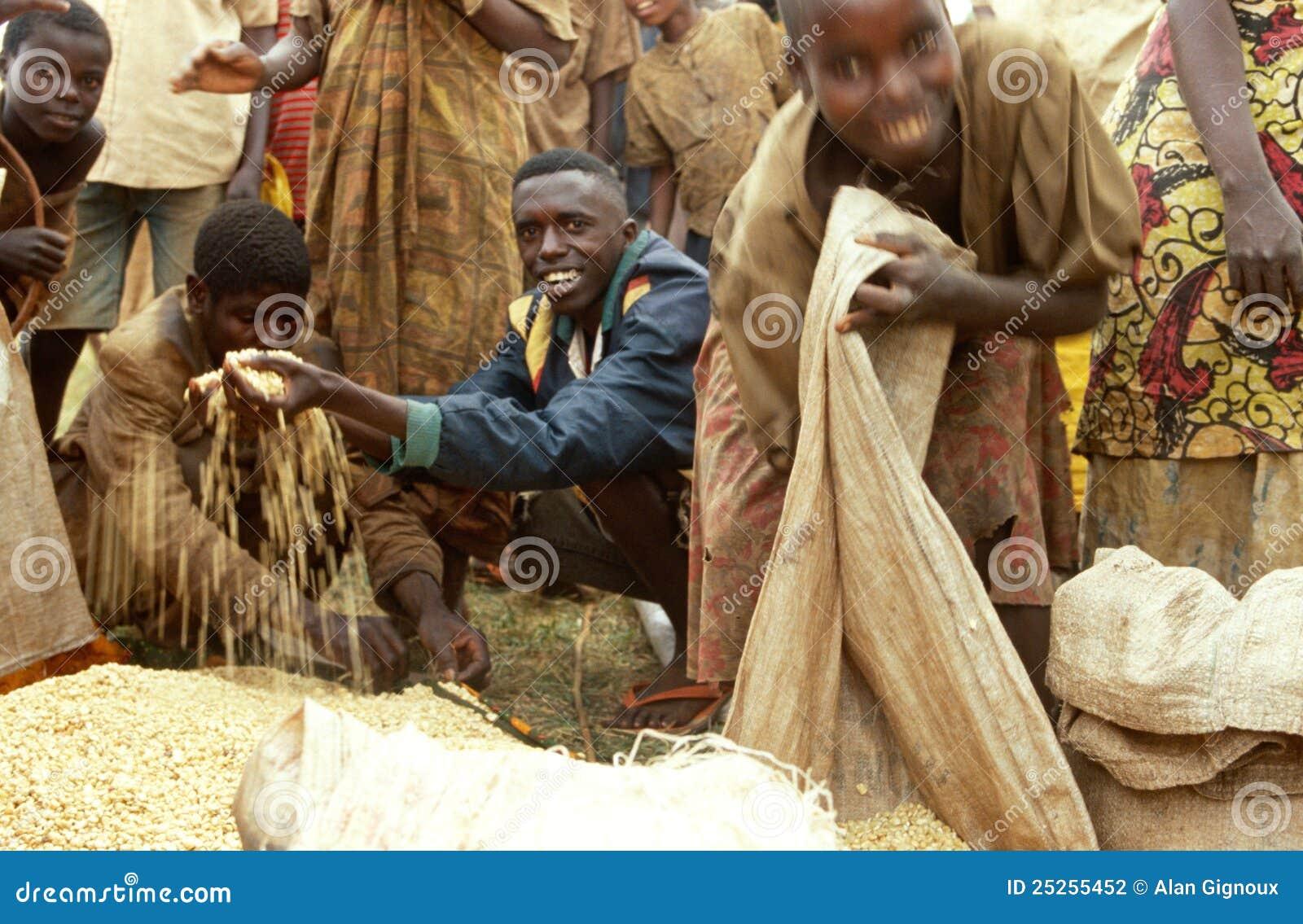 Het ontvangen van voedsellevering van het WVP, Burundi