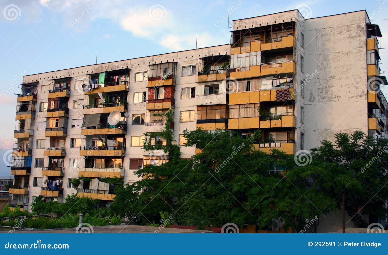 Het onverbiddelijke communistische blok van de eraflat in Bulgarije