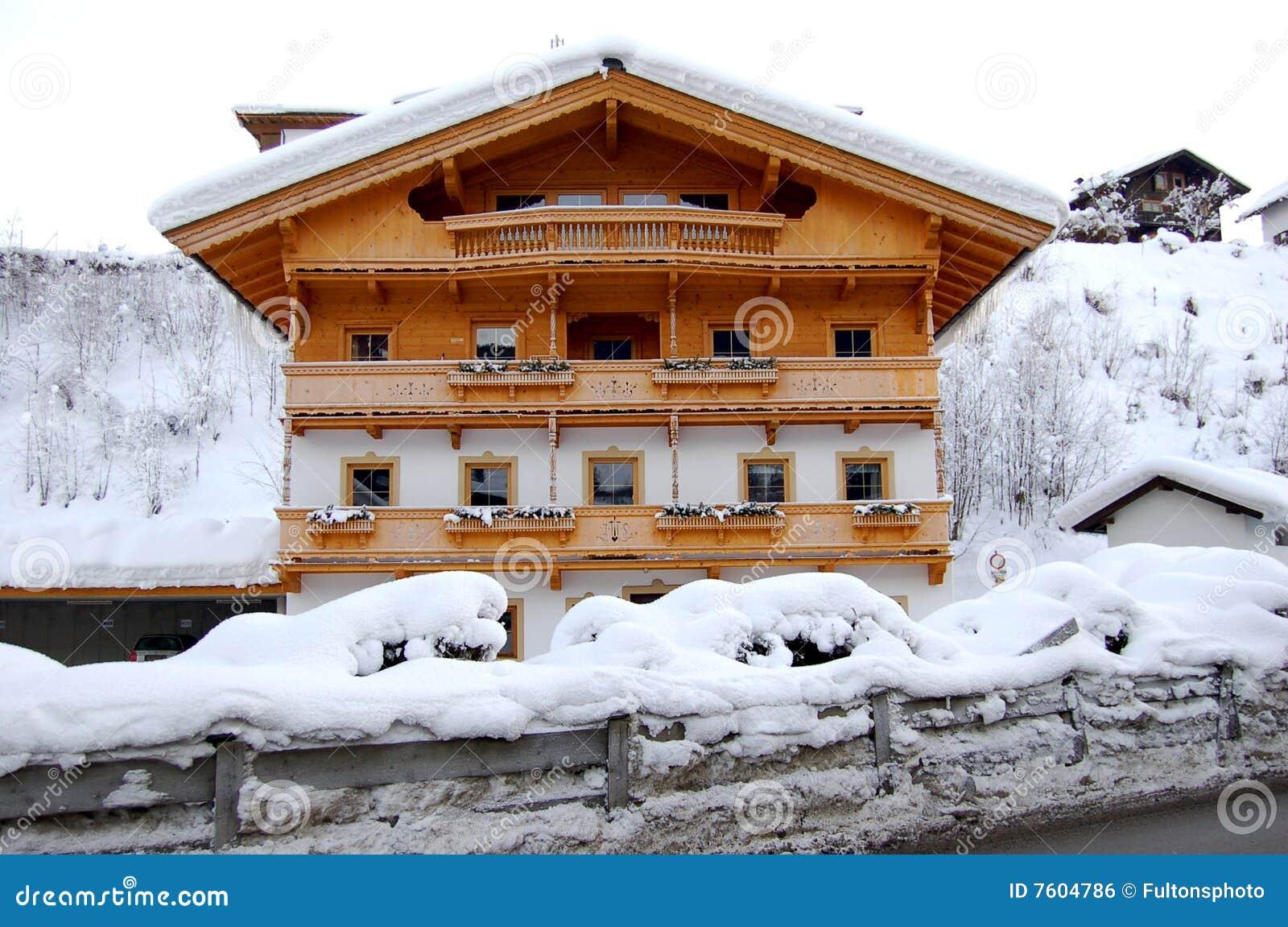 Het oostenrijkse huis van de berg royalty vrije stock afbeelding afbeelding 7604786 - Huis van de cabriolet ...