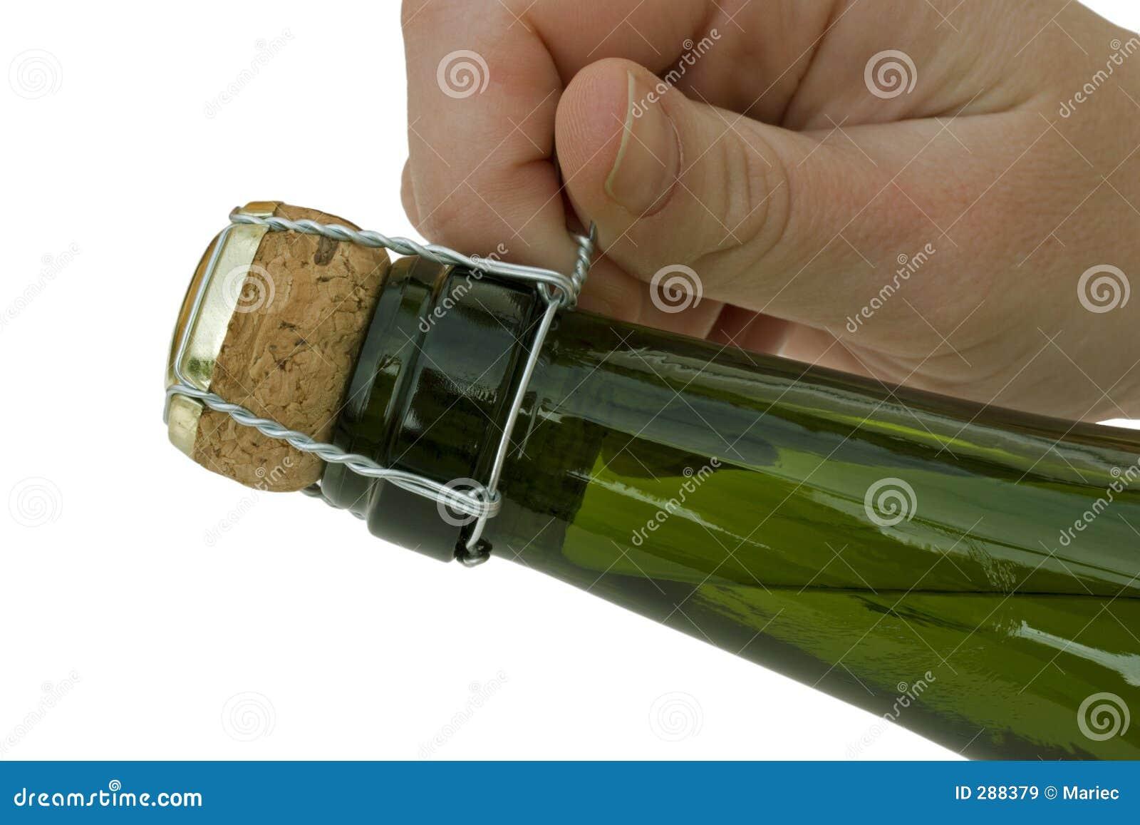 Het openen van een fles Champagne.