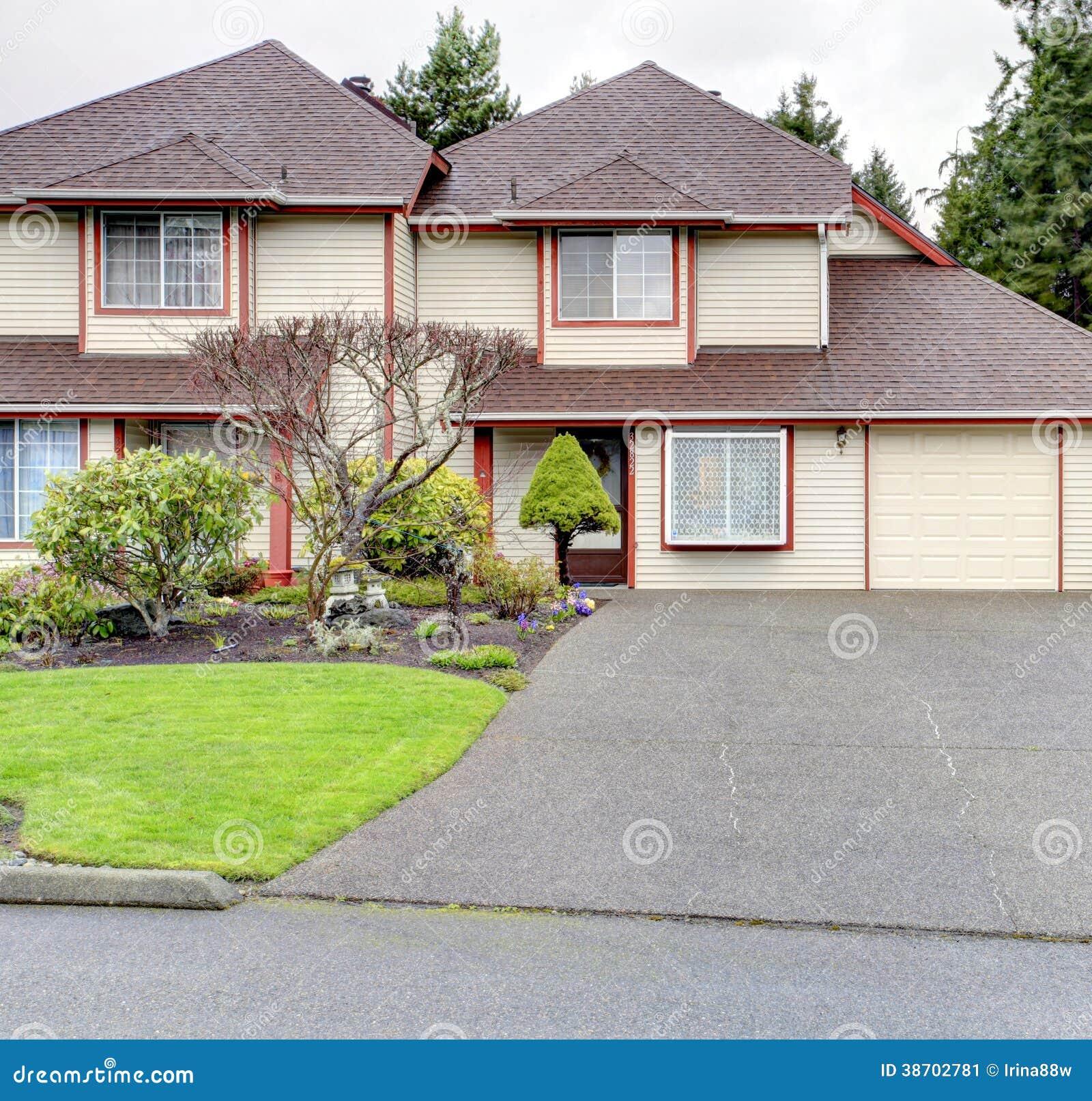 Het opruimen buitenkant met rode hoekversiering stock afbeelding afbeelding 38702781 - Huis buitenkant ...