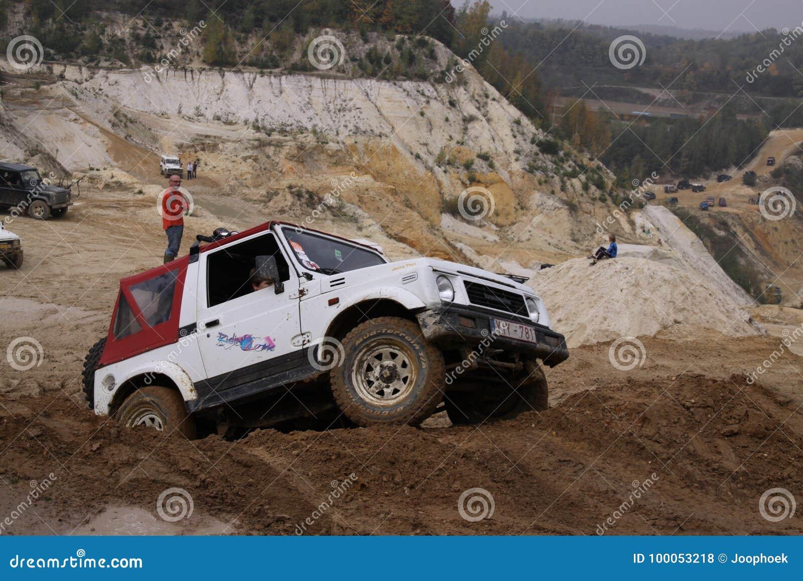 Het opwekken van weg drivig in een zand winnende kuil