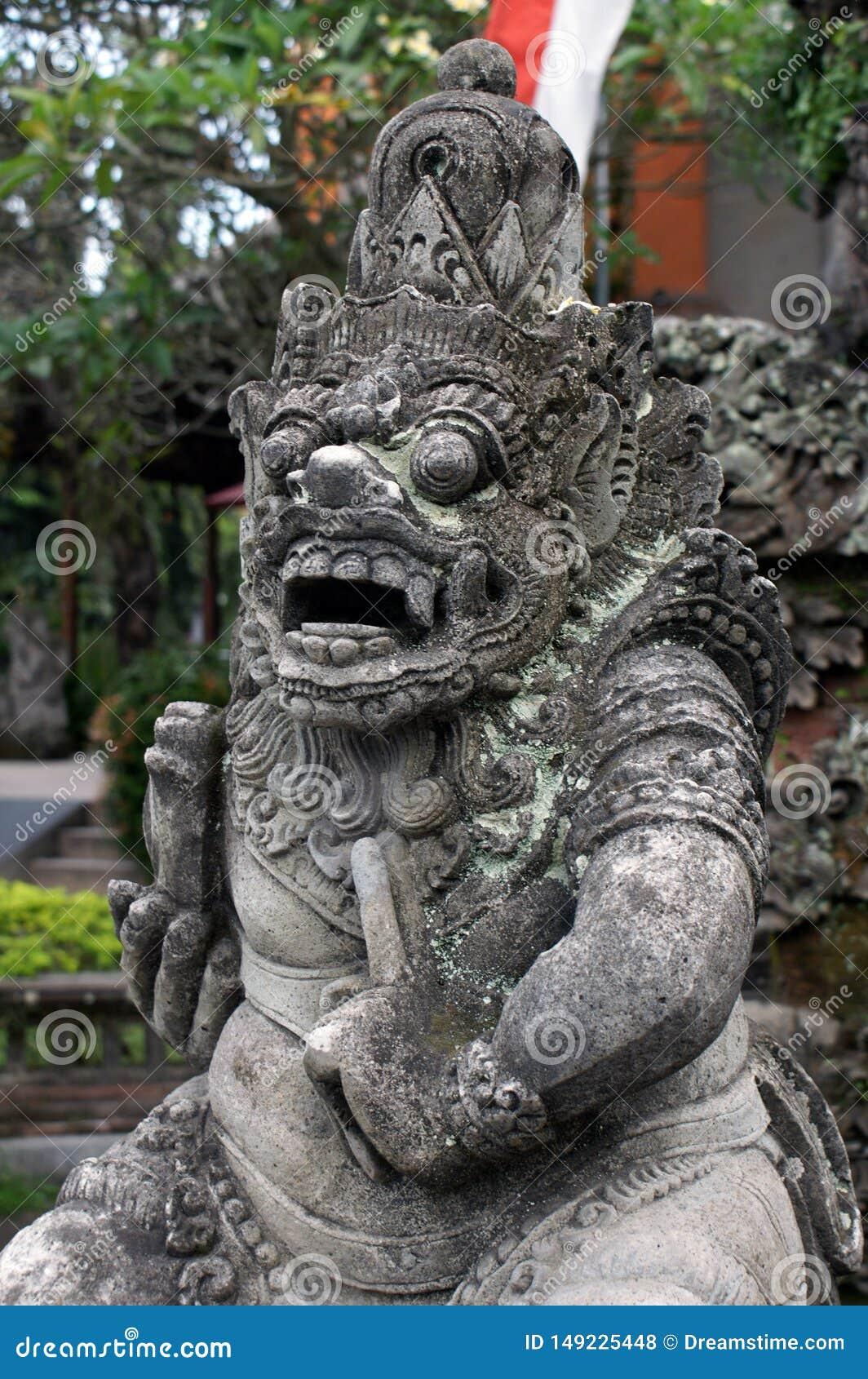 Het oude godsdienstige standbeeld Ubud van Bali