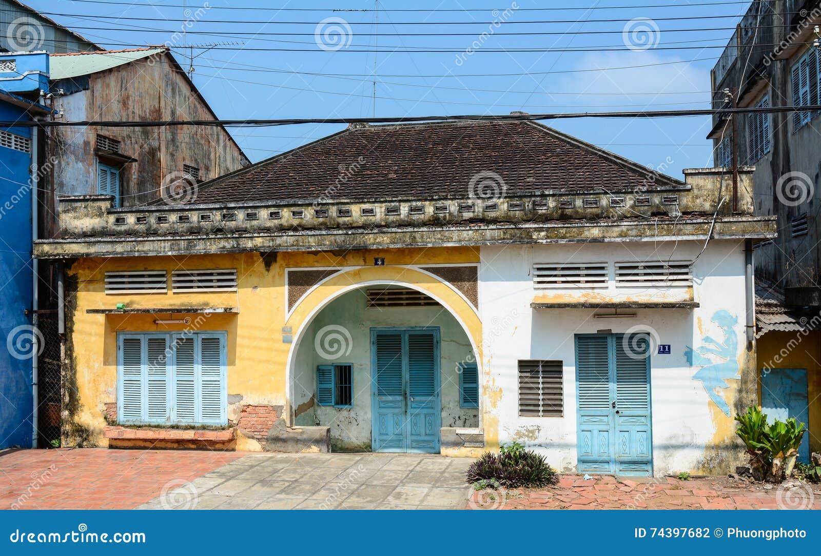 Het oude huis bij de stad in kan binnen tho zuidelijk vietnam