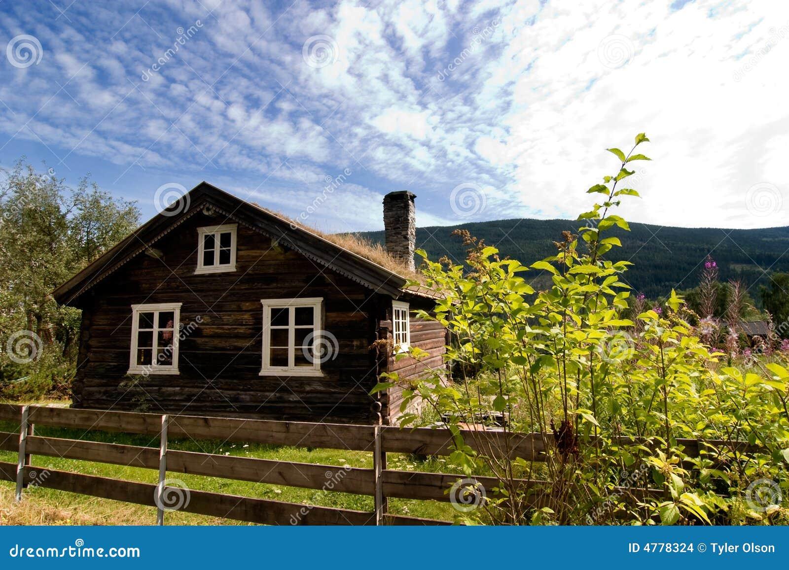 Het oude huis van het logboek stock foto afbeelding 4778324 - Oude huis fotos ...