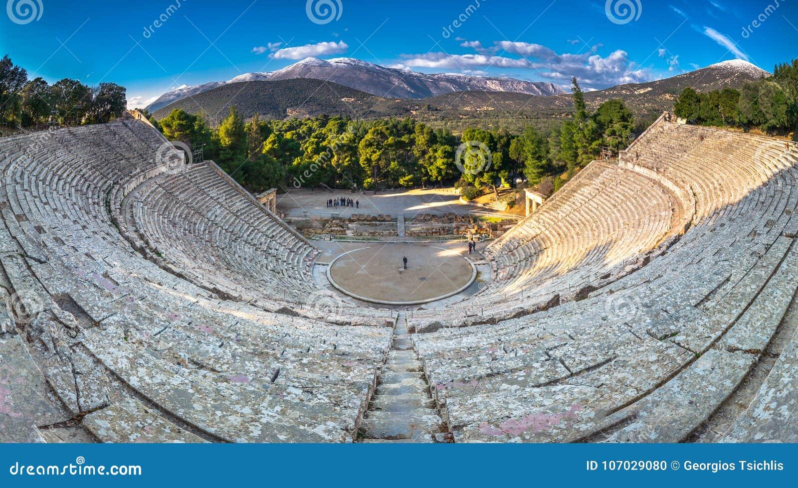 Het oude theater van Epidaurus of ` Epidavros `, de prefectuur van Argolida, Griekenland