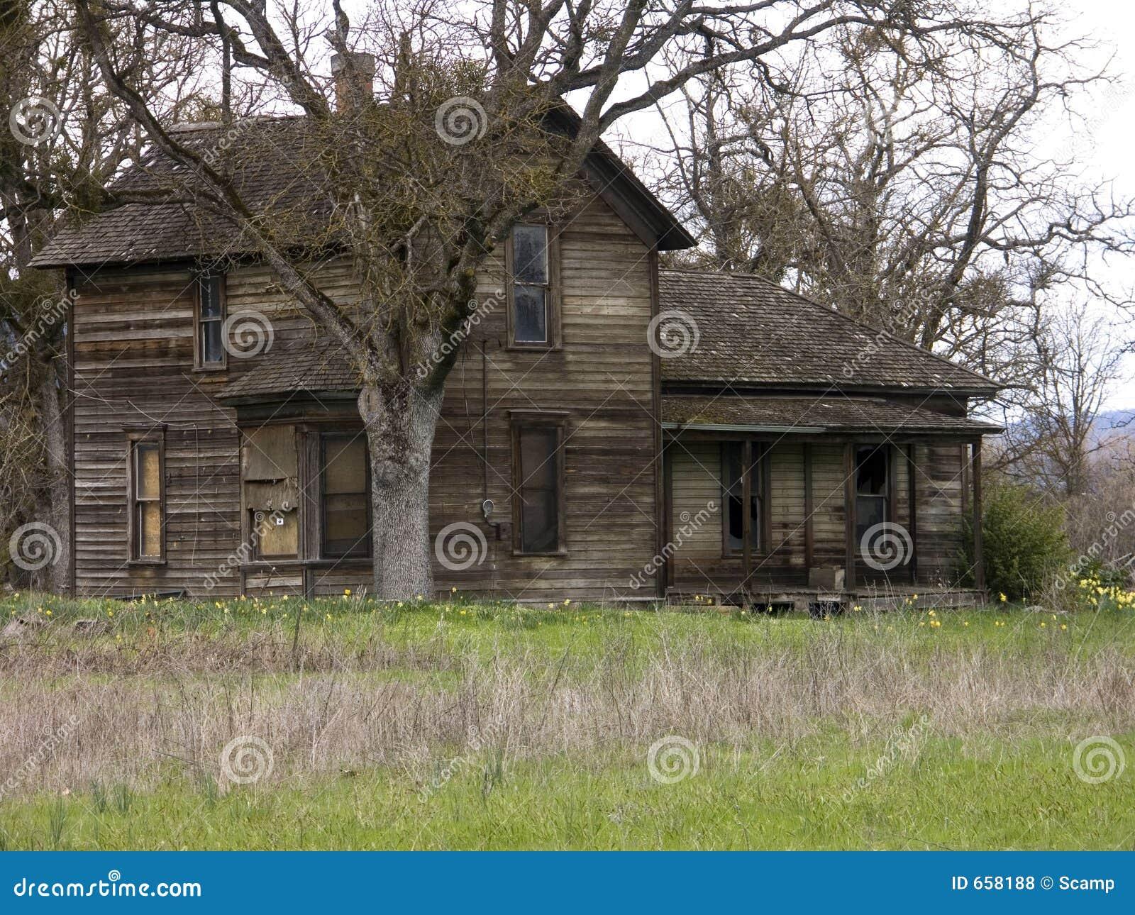 het oude verlaten huis van het landbouwbedrijf royalty vrije stock foto 39 s afbeelding 658188