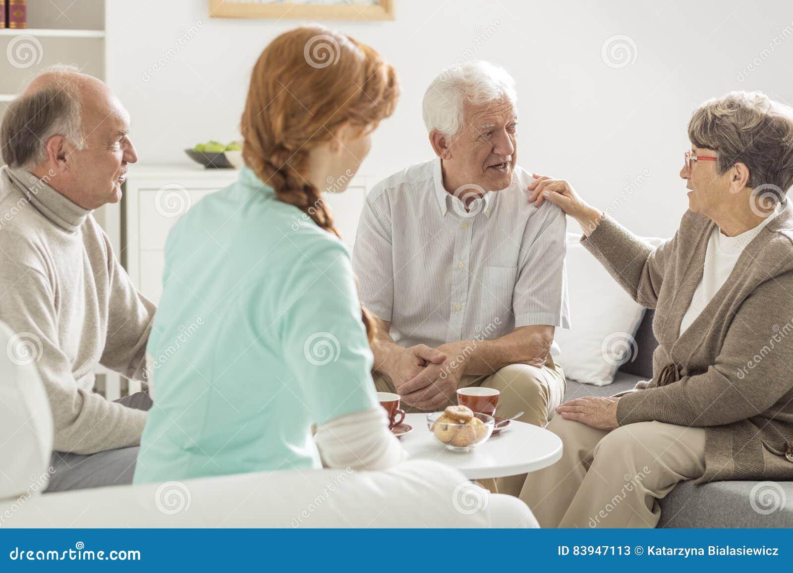 Het oudere mensen spreken