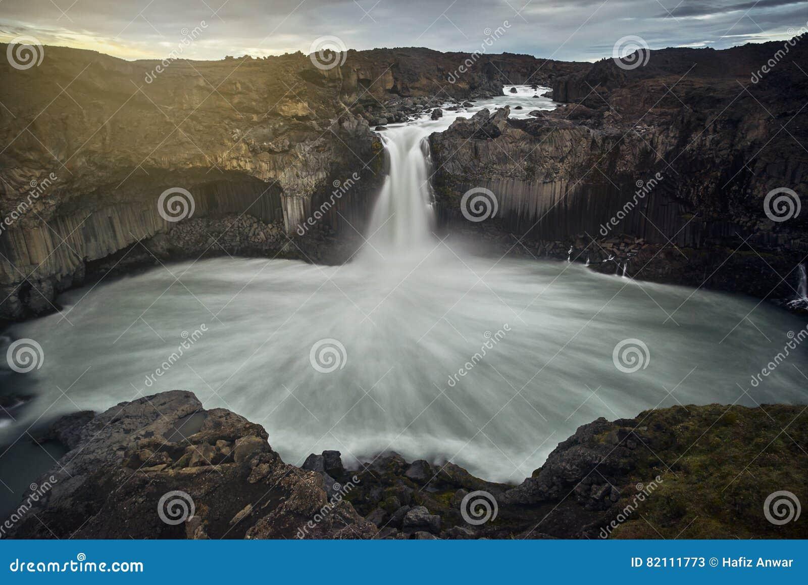 Het overweldigen van Aldeyjarfoss, IJsland
